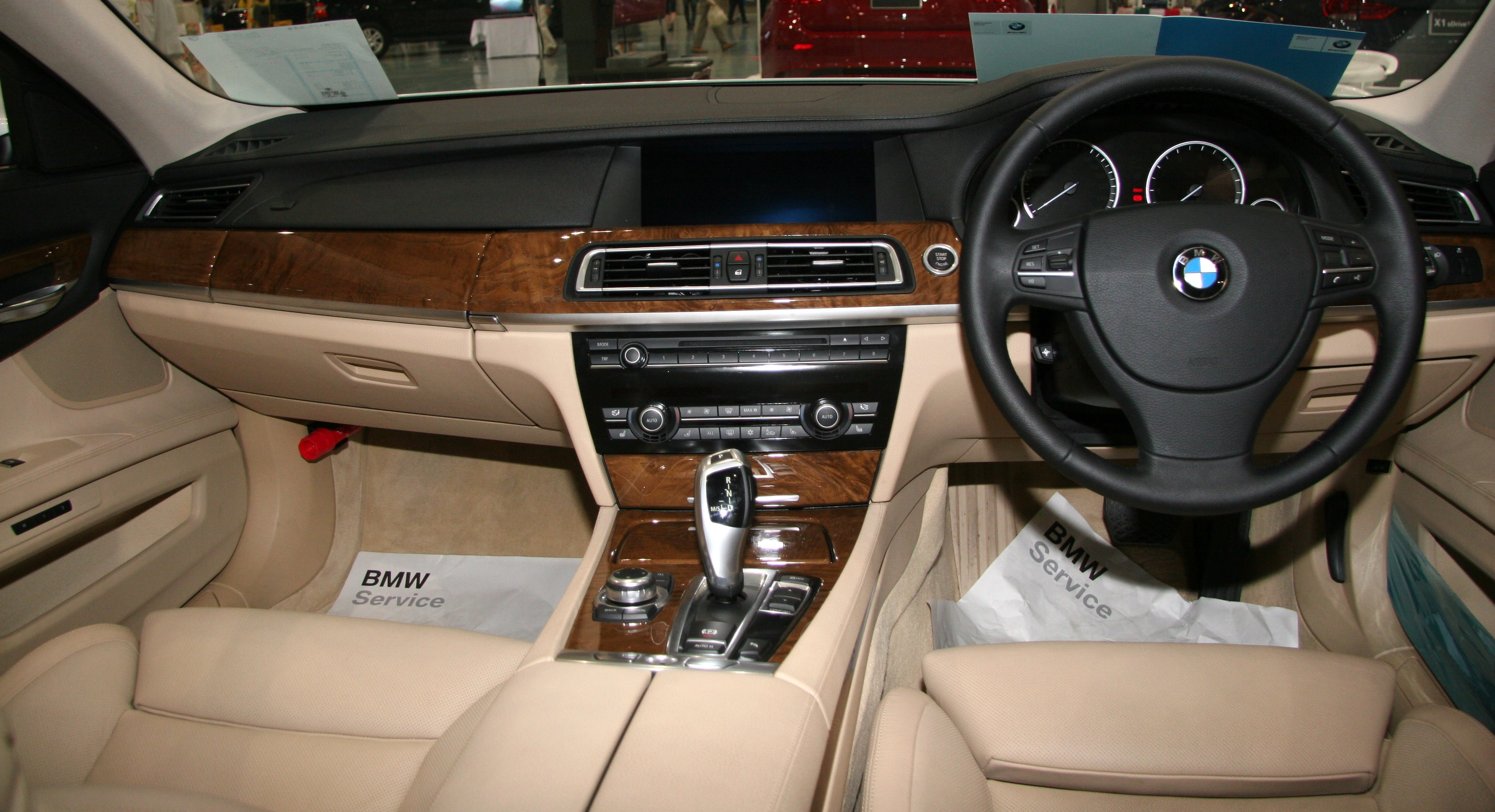 File Bmw 740i Interior Jpg Wikimedia Commons