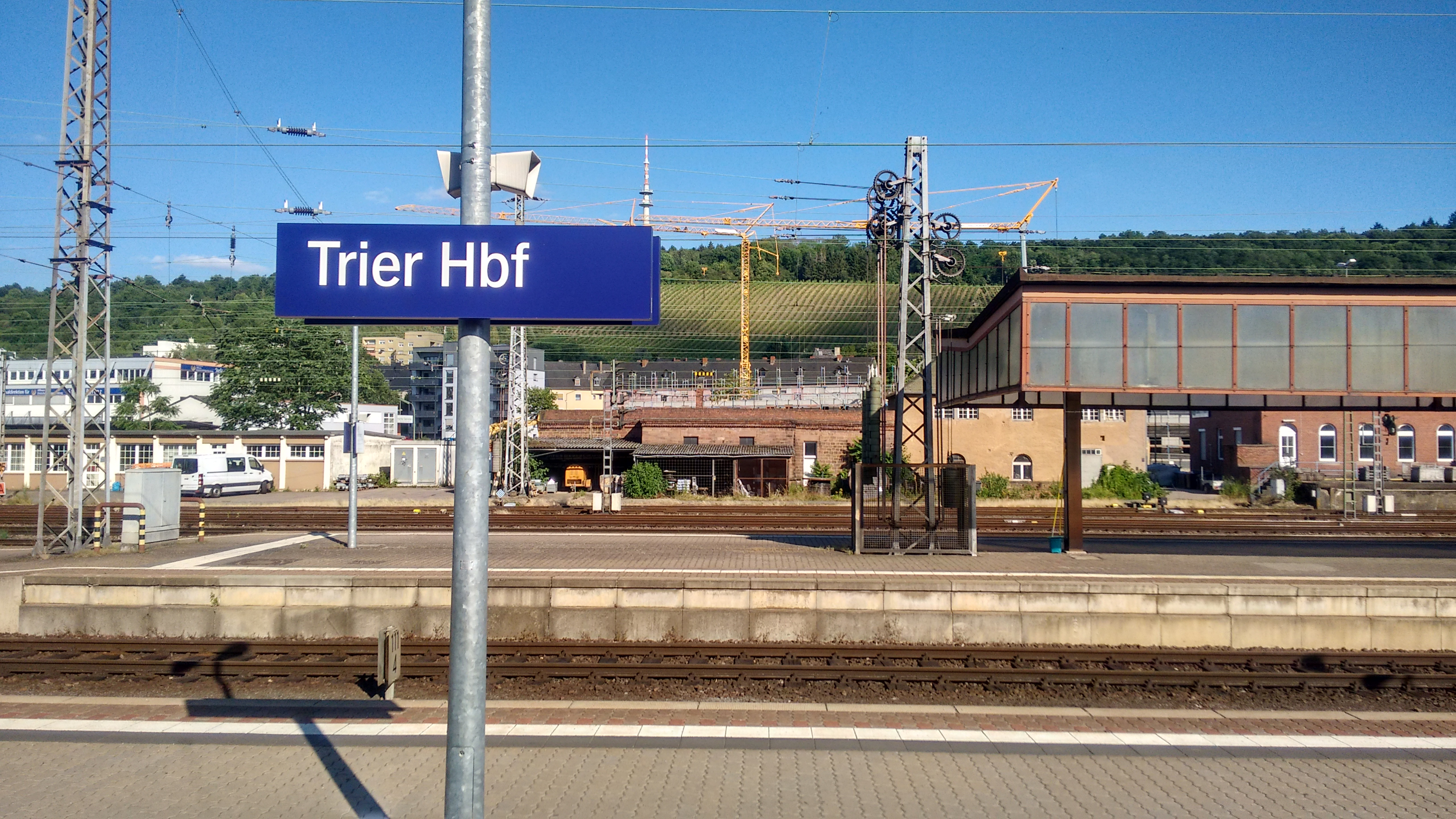 FileBahnhofsschild Trier Hbf 1706241822jpg Wikimedia Commons