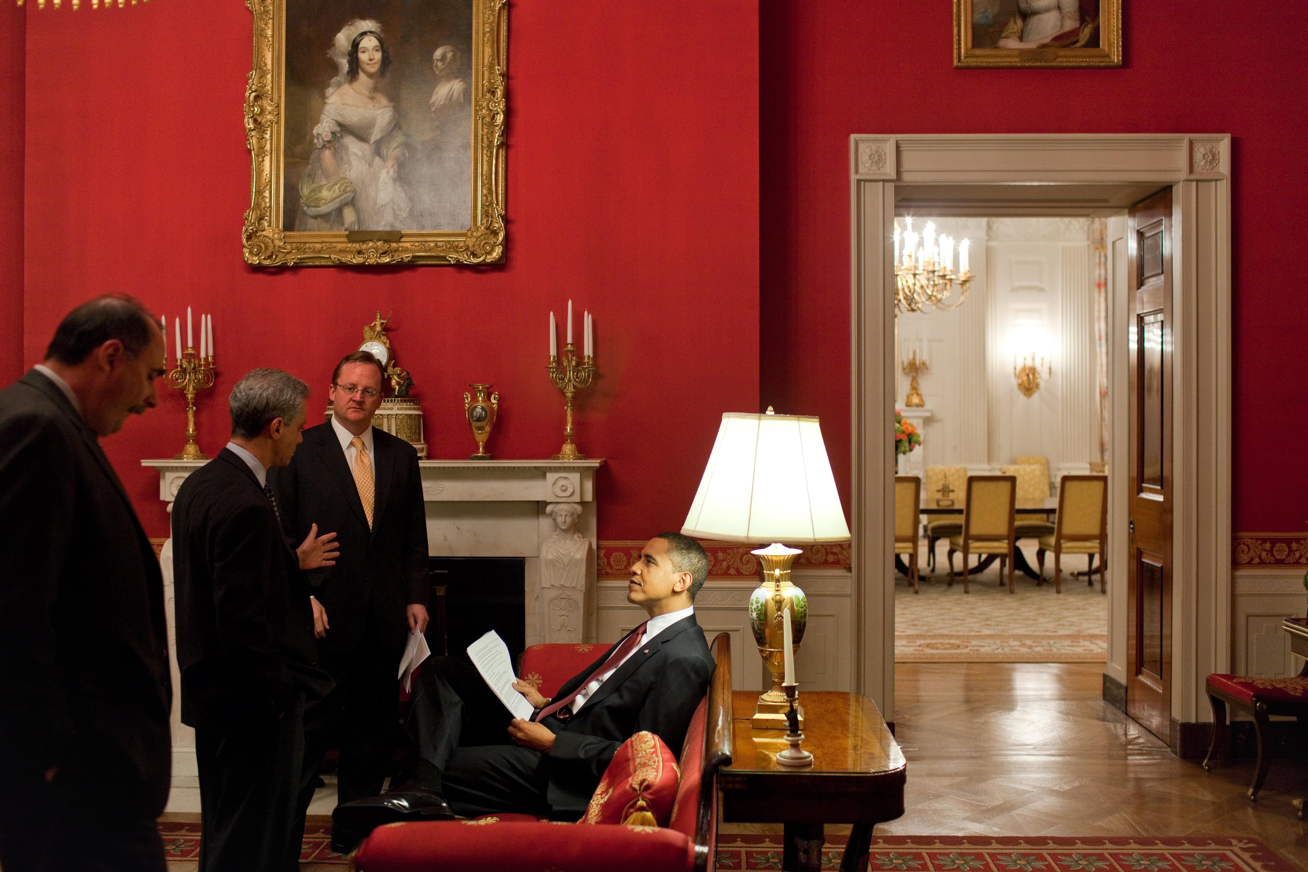 File barack obama and his staff in the red for Barack obama maison blanche