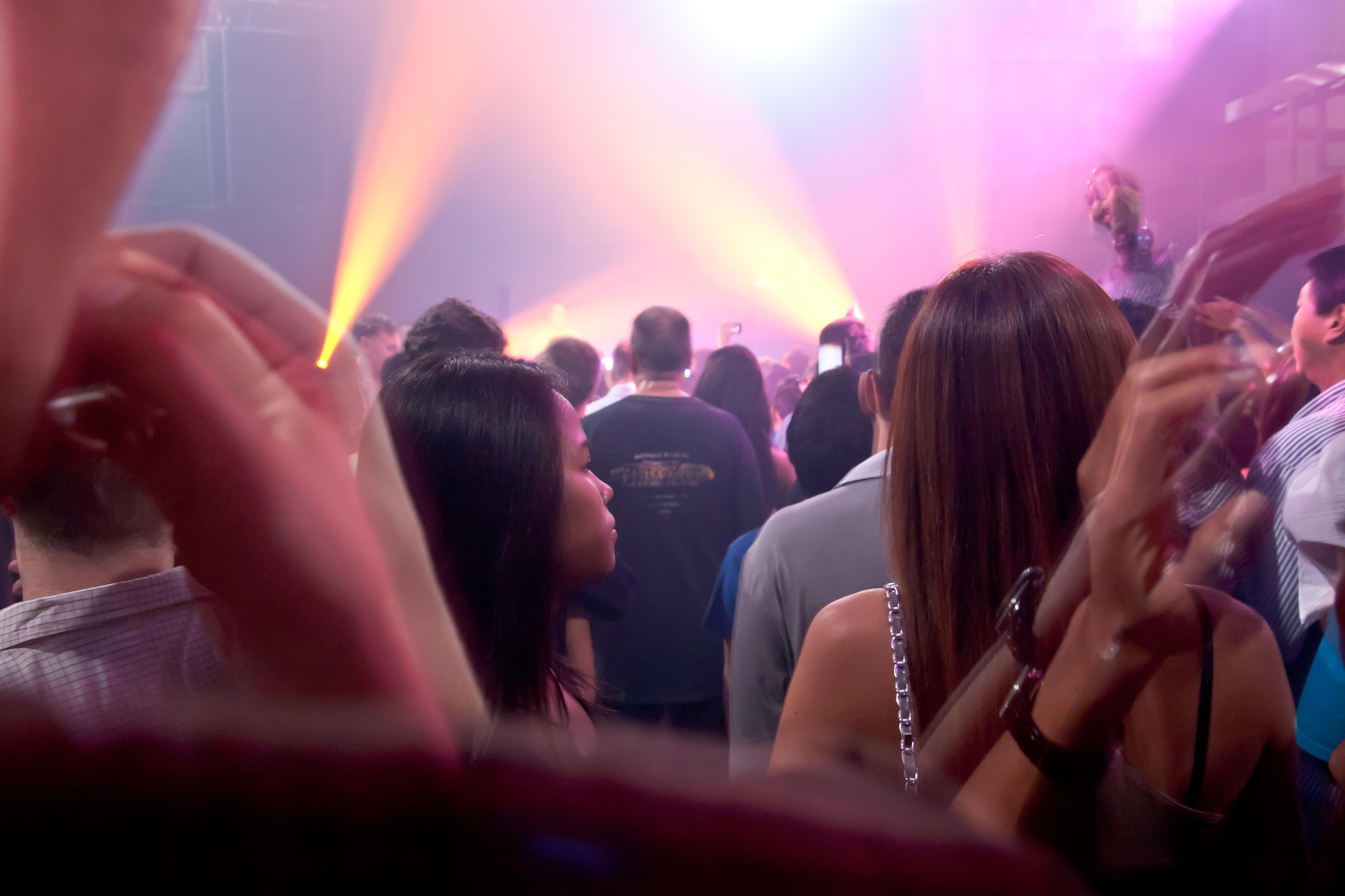 File:Beautiful people at 808 Nightclub, Bangkok, Thailand.jpg ...
