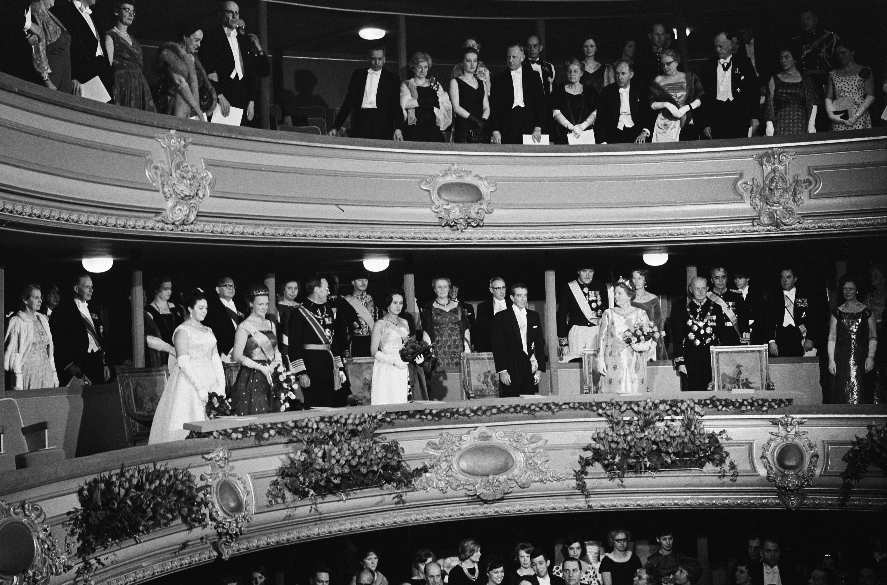 File:Bezoek President van Mexico President Lopez aan de Koninklijke Schouwburg te Den, Bestanddeelnr 915-0026.jpg