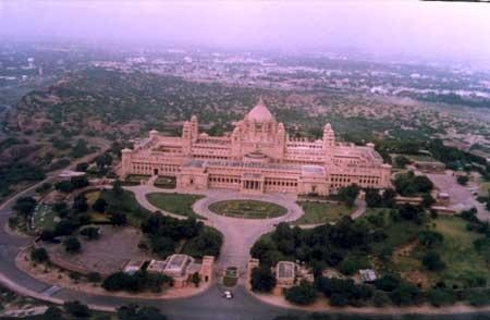 चित्र:Bird eye view of Umaid Bhawan Palace, Jodhpur.JPG