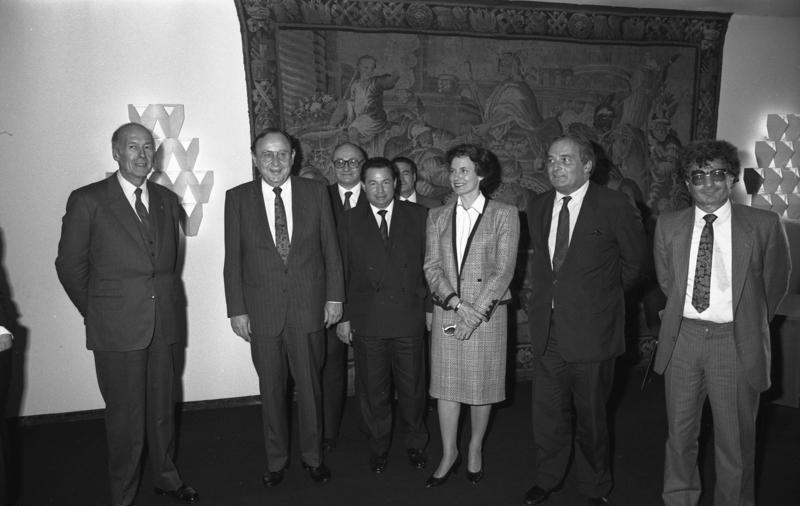 Bundesarchiv B 145 Bild-F075424-0004, Bonn, Genscher mit Politikern aus Frankreich.jpg