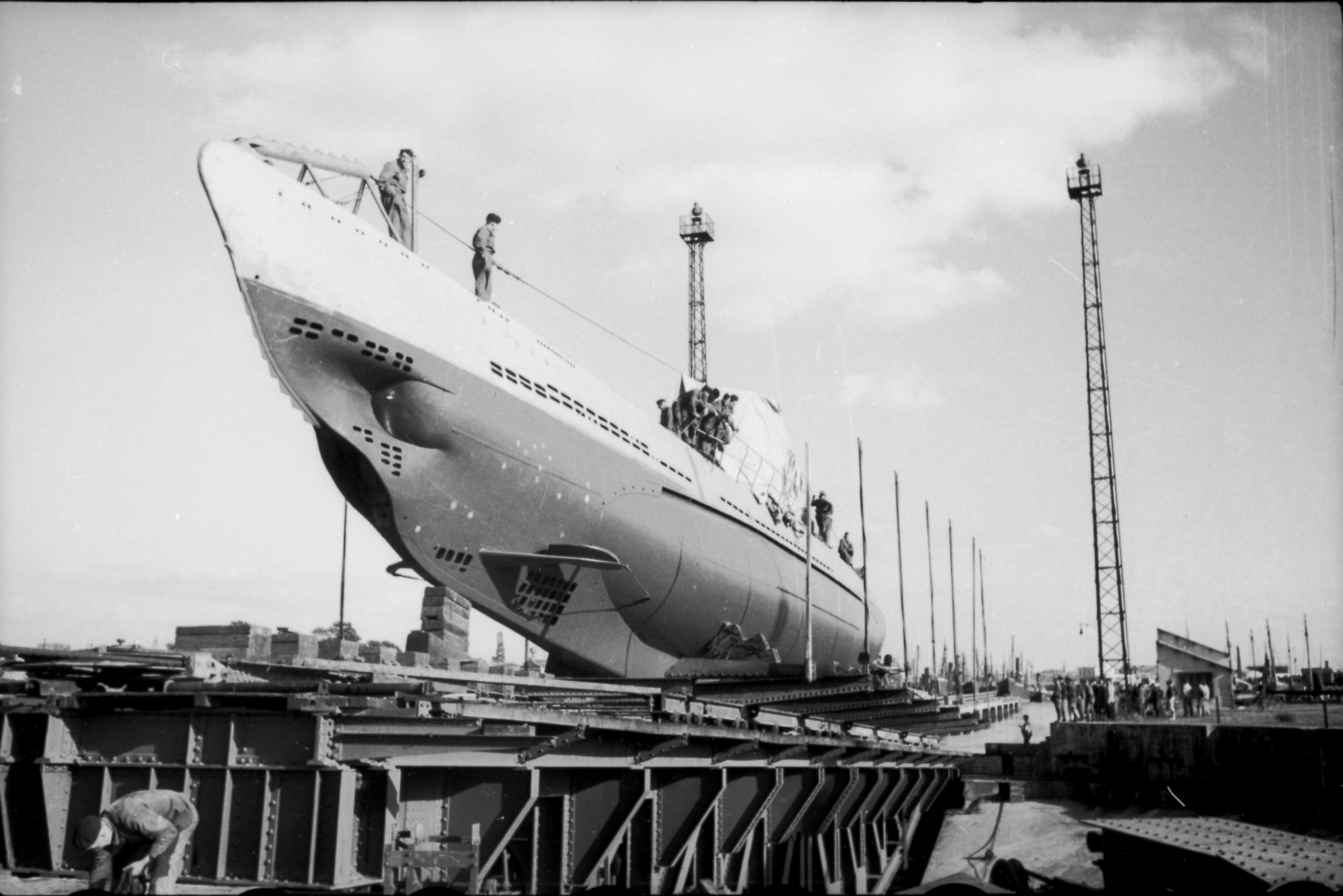 Ficheiro:Bundesarchiv Bild 101II-MW-1031-28, Lorient, U-31.jpg