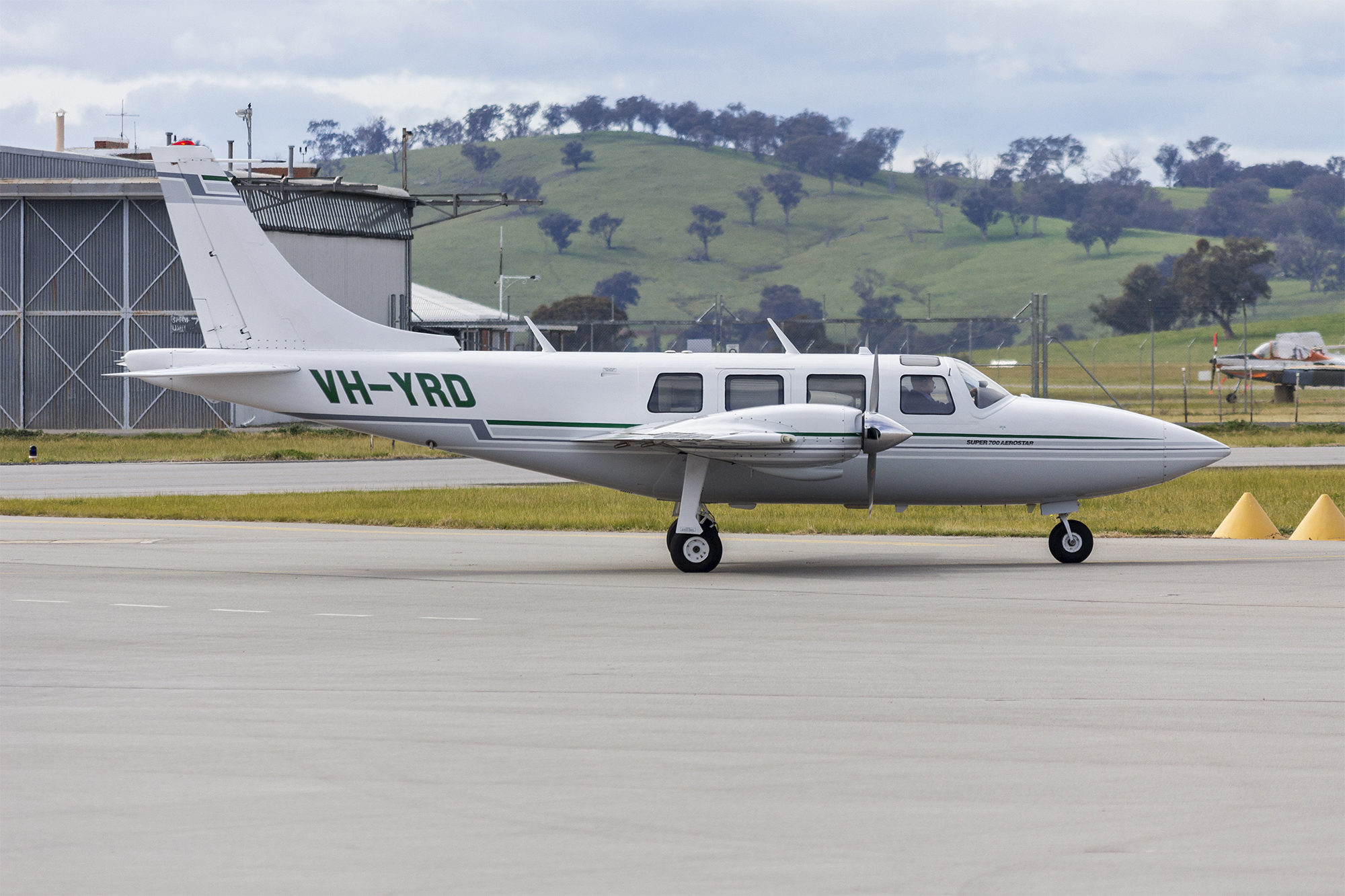File:C&M Wholesalers (VH-YRD) Ted Smith Aerostar 601P taxiing at Wagga