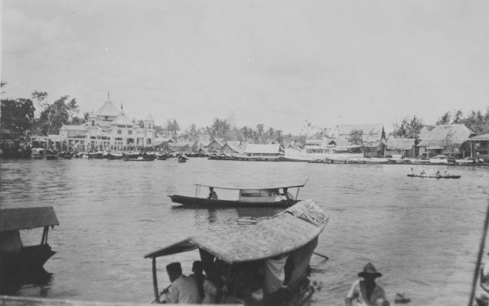 Tropenmuseum gezicht op sambas vanaf de rivier tmnr 60044341