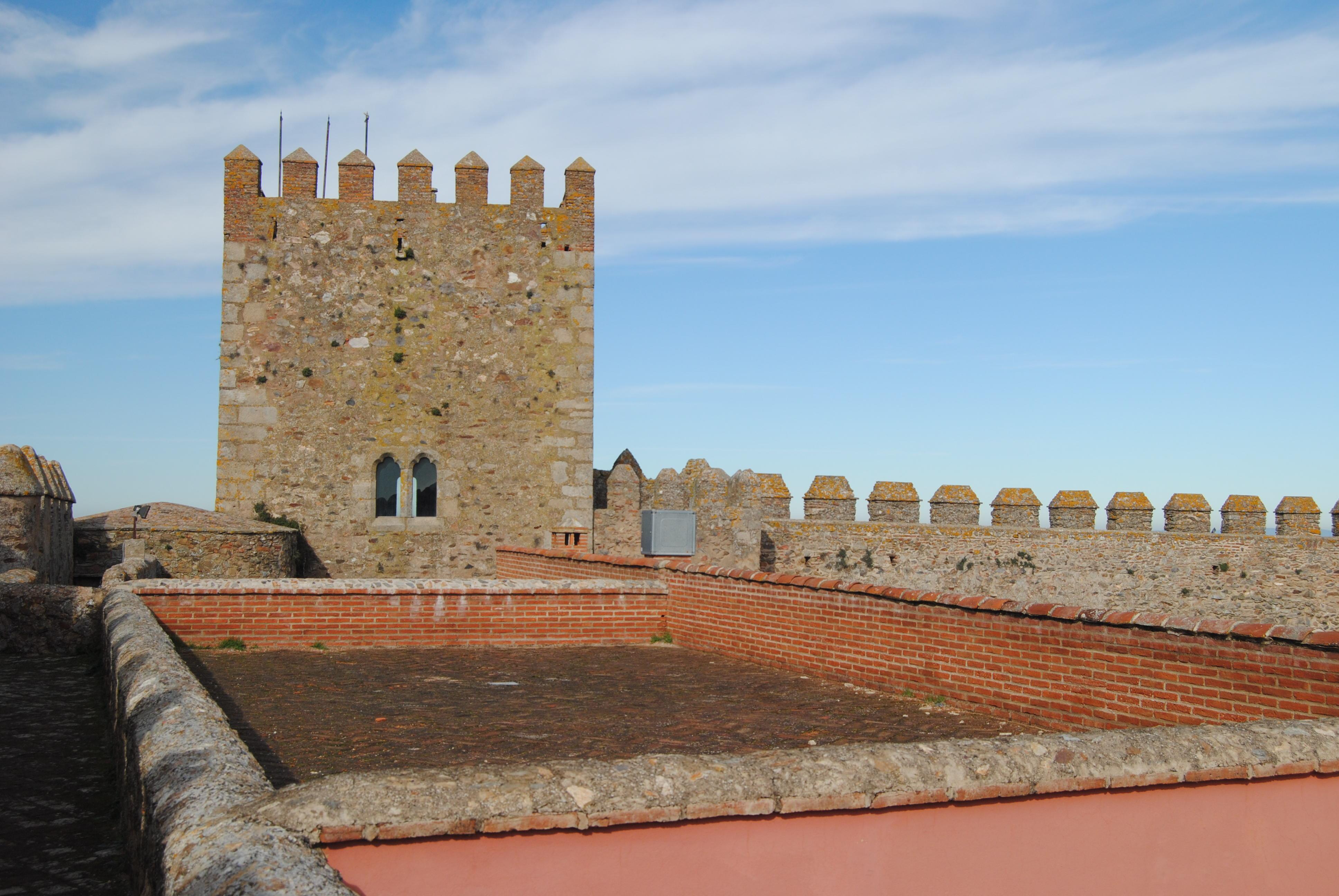 File:Castillo de Segura de León (15894201180).jpg - Wikimedia Commons