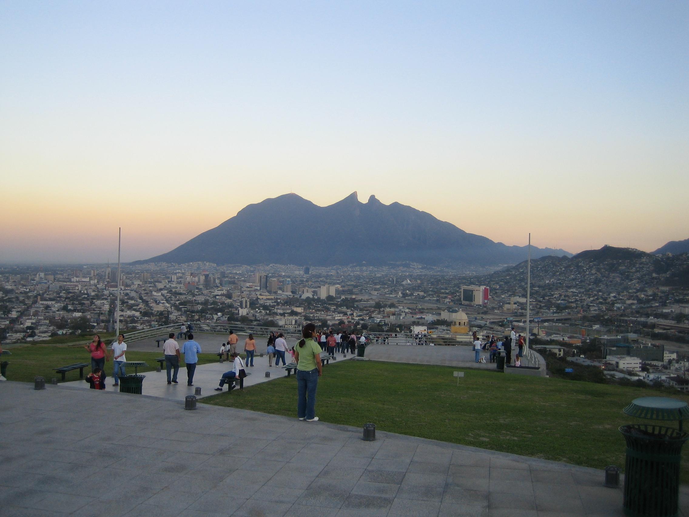 File:Cerro de la Silla Mountain Nuevo Leon.jpg - Wikimedia Commons