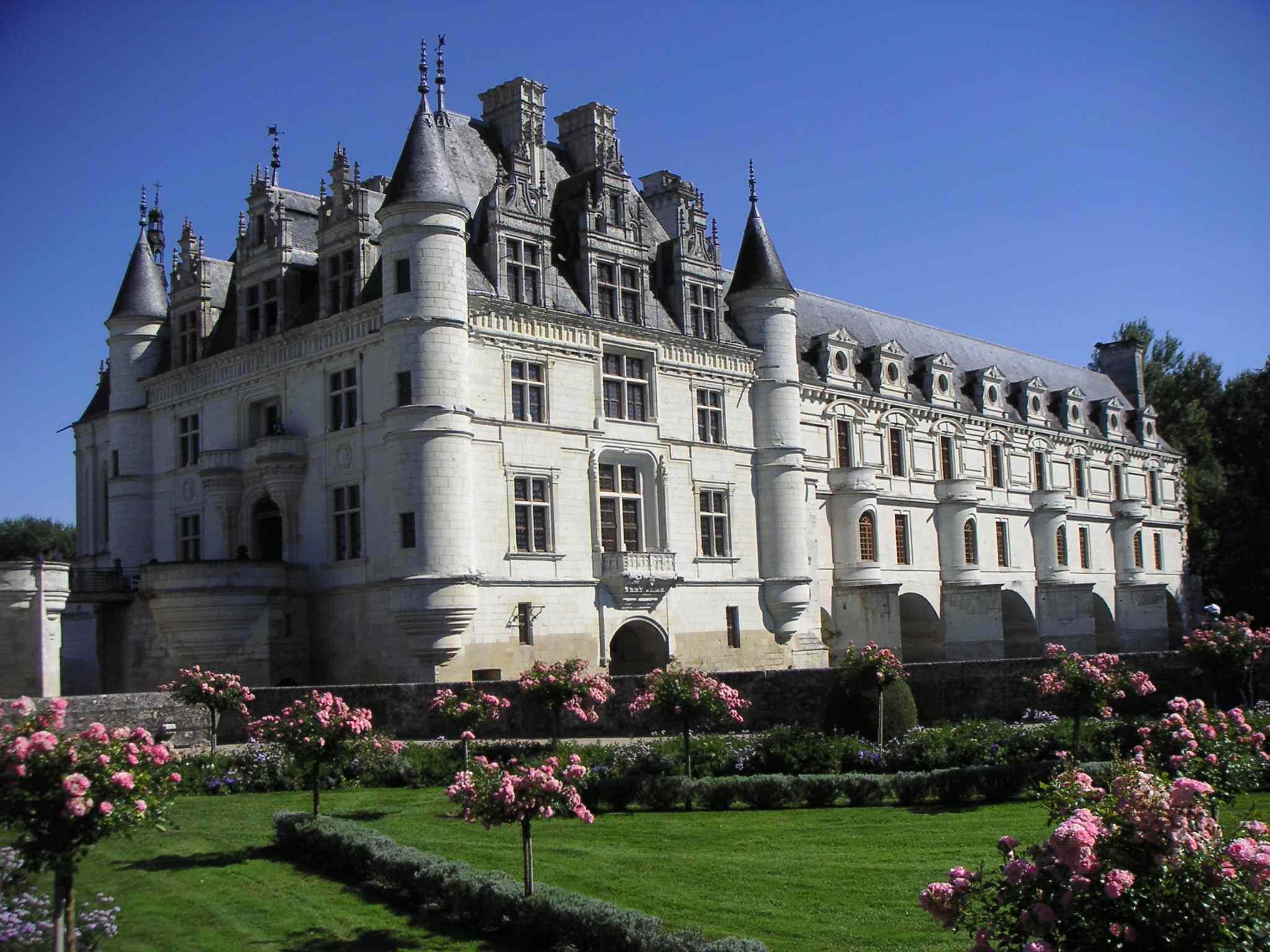 File ch teau de chenonceau cot jardin catherine jpg for Chateau chenonceau interieur