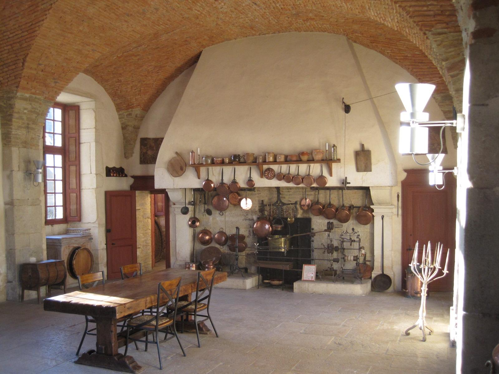 File ch teau de pommard 044 jpg wikimedia commons - Cuisine de charme ancienne ...