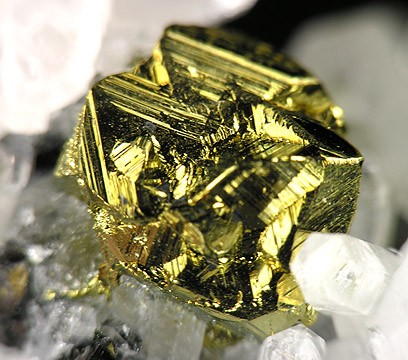 https://upload.wikimedia.org/wikipedia/commons/4/41/Chalcopyrite-Quartz-237645.jpg