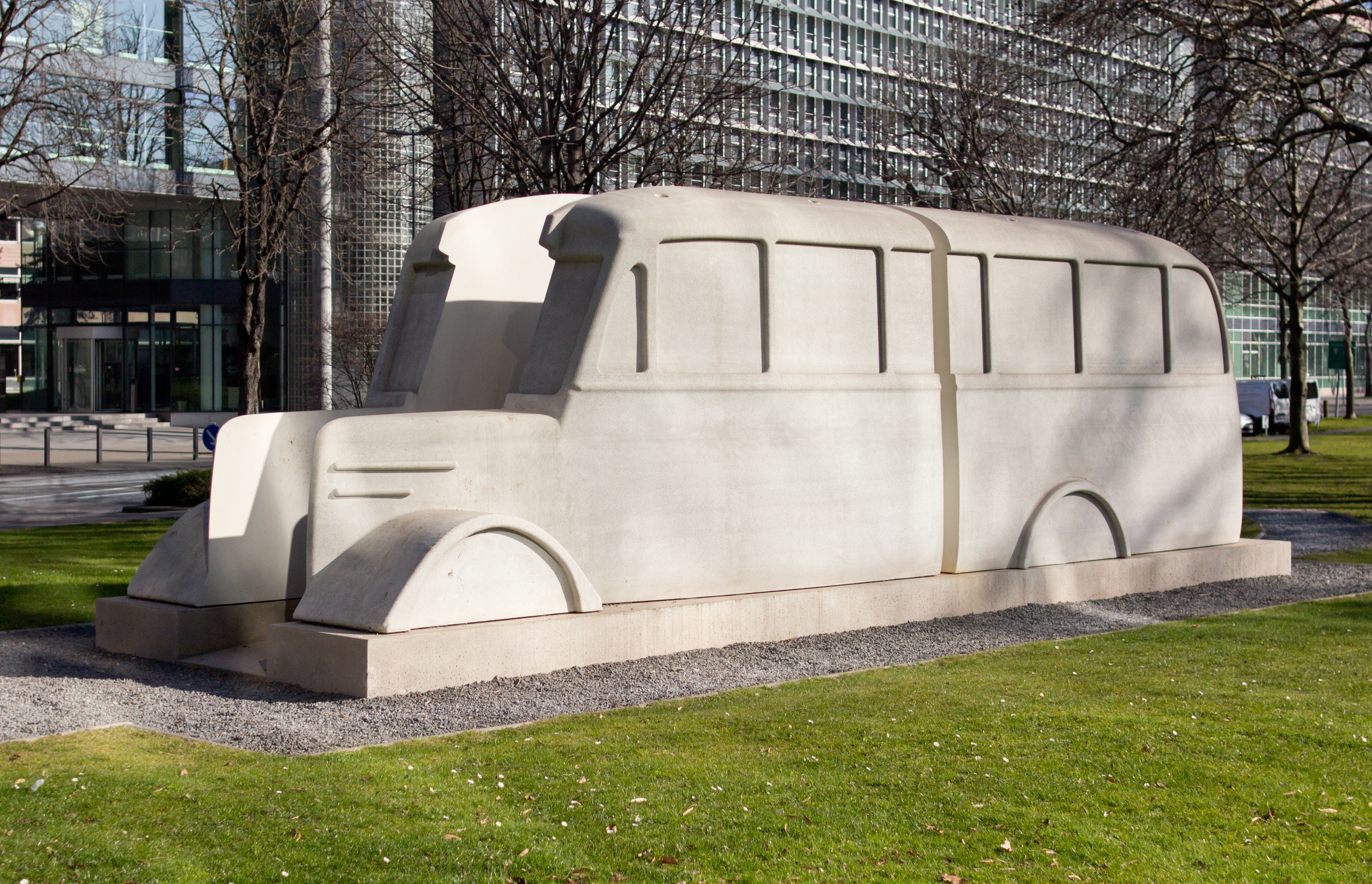 Denkmal der Grauen Busse (Replika Köln)-1.jpg