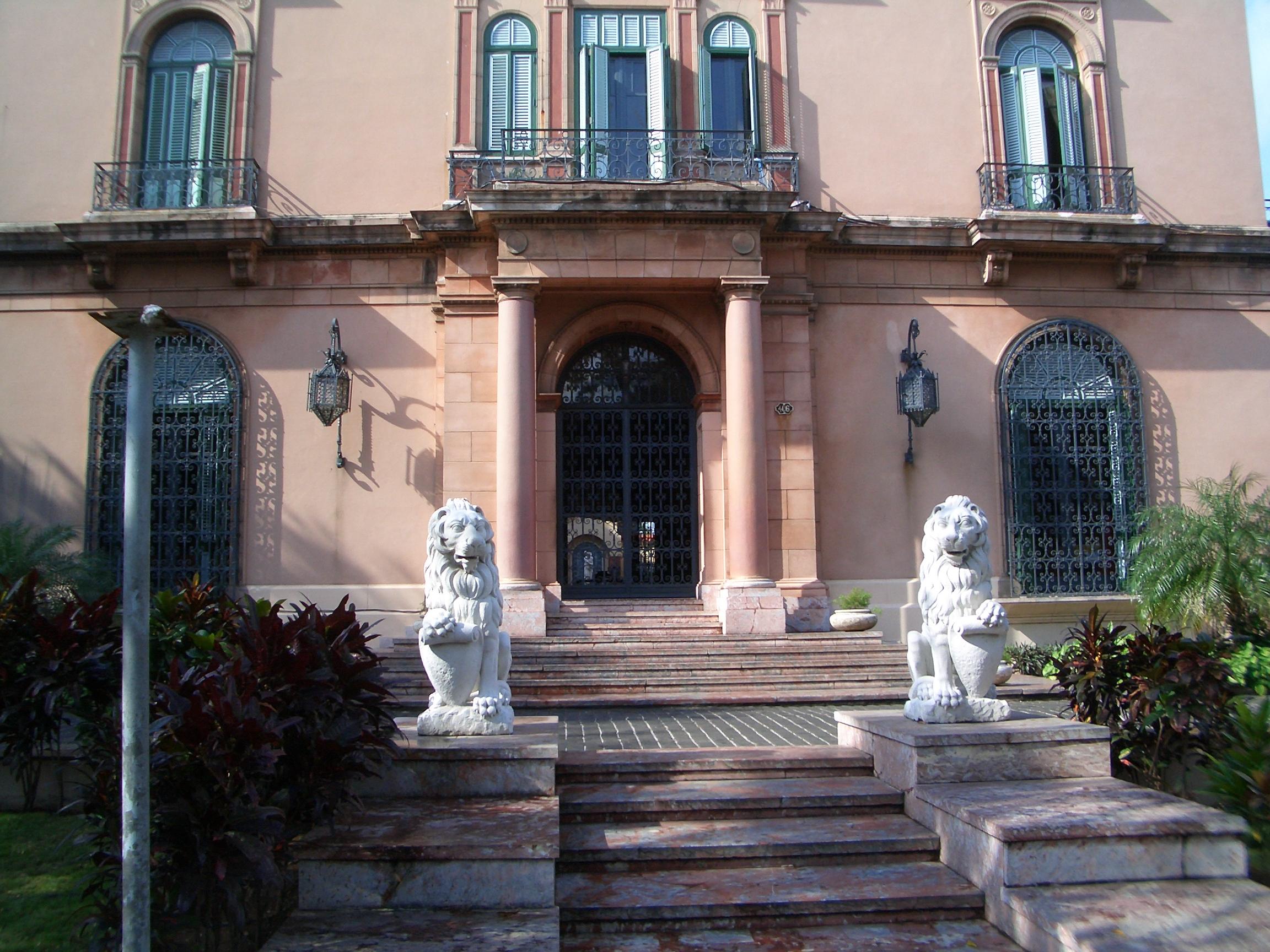 File:Entrée d\'une vieille maison à la Havane.JPG - Wikimedia Commons