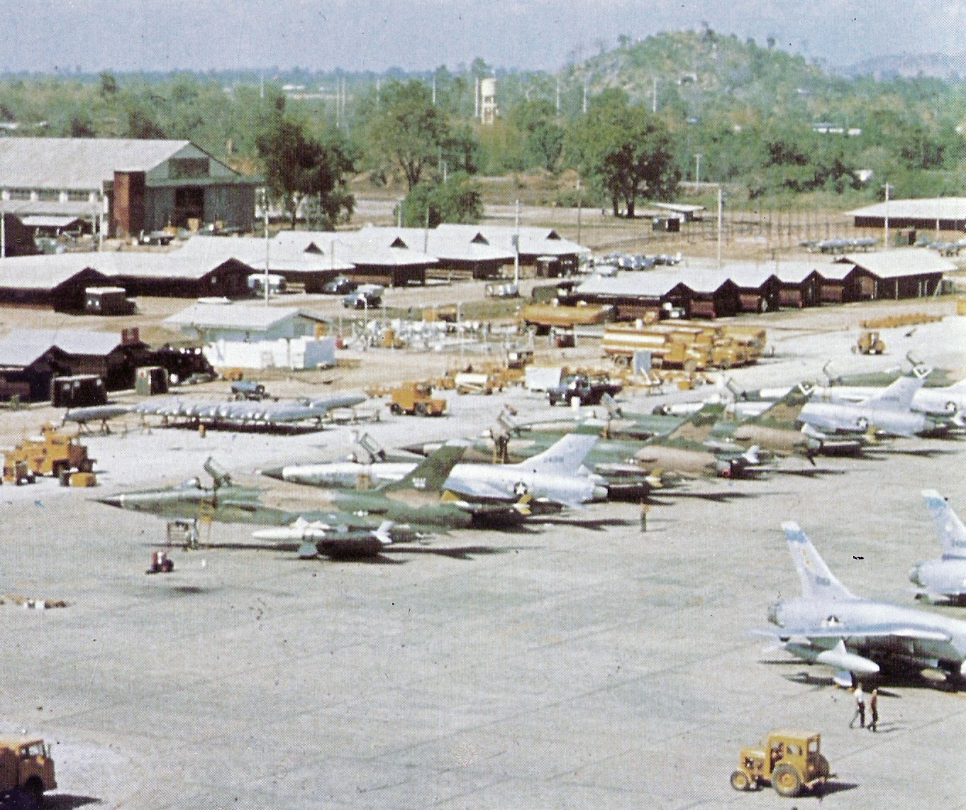 Usaf In Thailand http://commons.wikimedia.org/wiki/File:F-105Ds_4TFW_Takhli_Dec1965.jpg