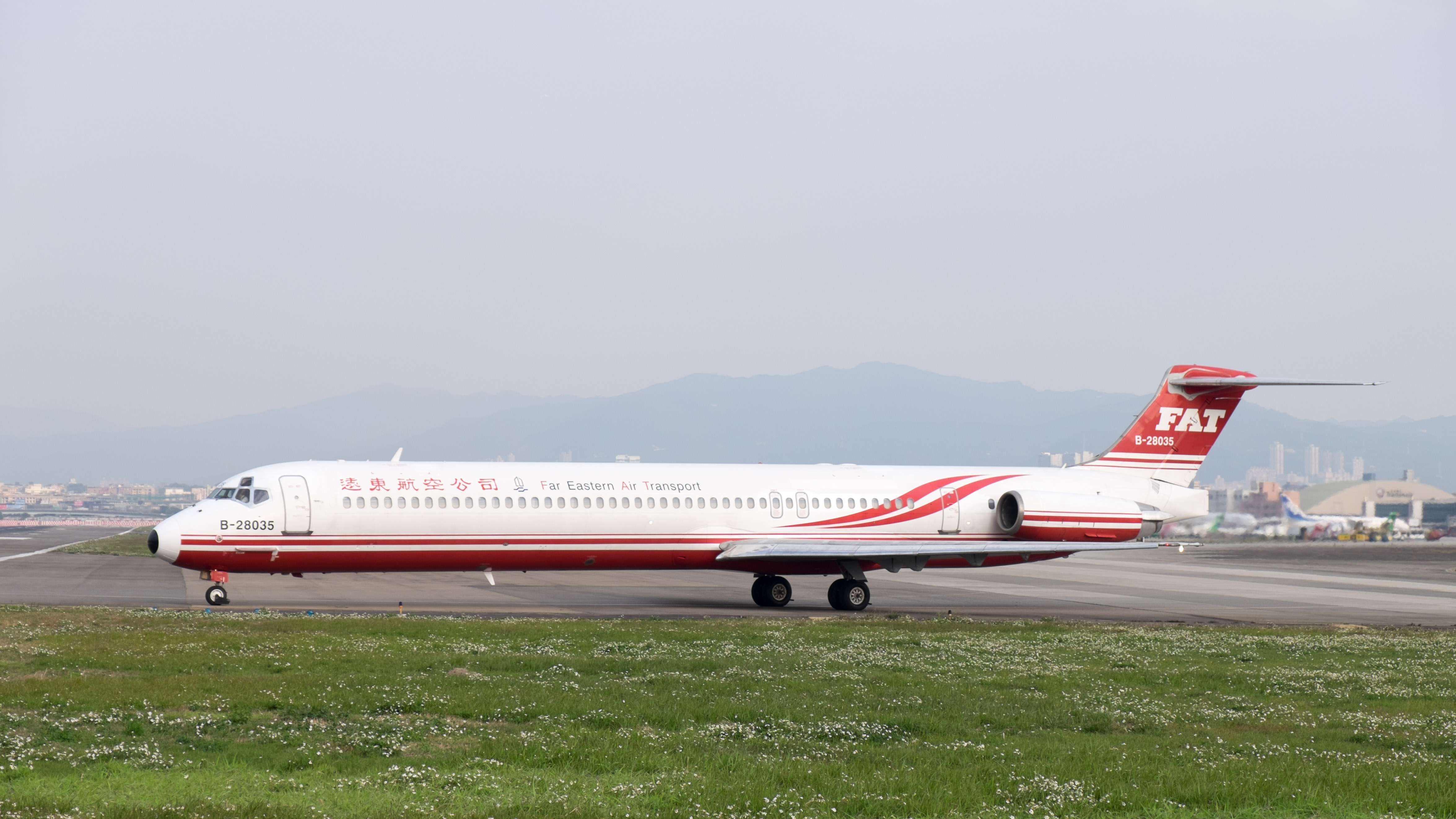 File:Far Eastern Air Transport MD-82 B-28035 Taxiing at Taipei Songshan