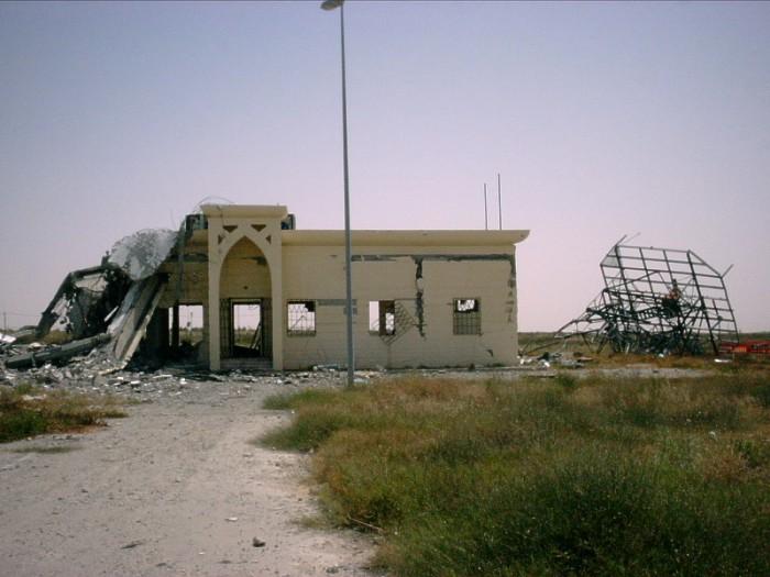 空爆で廃墟になったヤーセル・アラファート国際空港施設