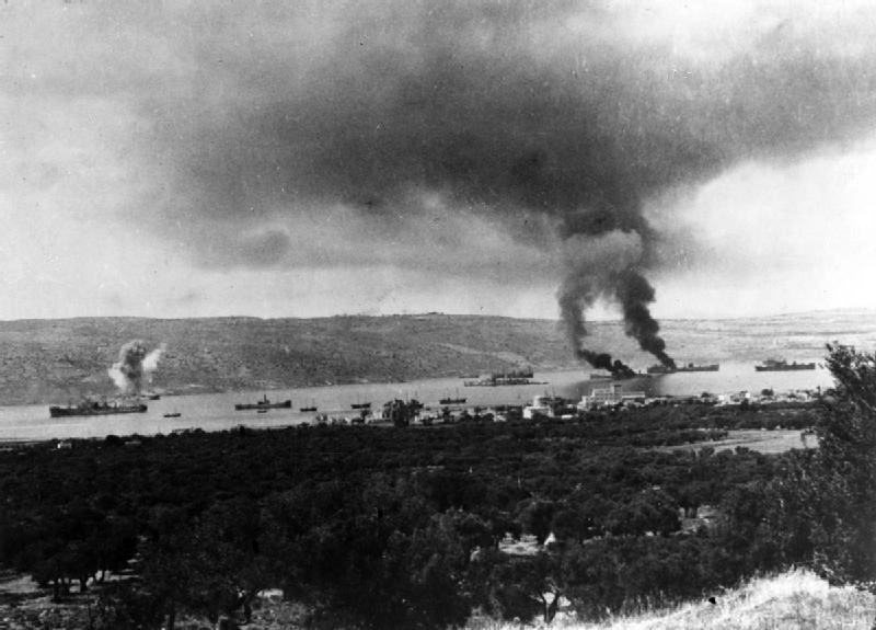 Habour_in_Suda_Bay_where_two_ships_are_burning.jpg
