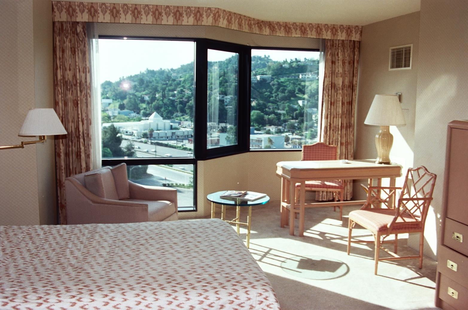 File hotel room 2085899949 jpg wikimedia commons - Decoracion habitaciones de hotel ...