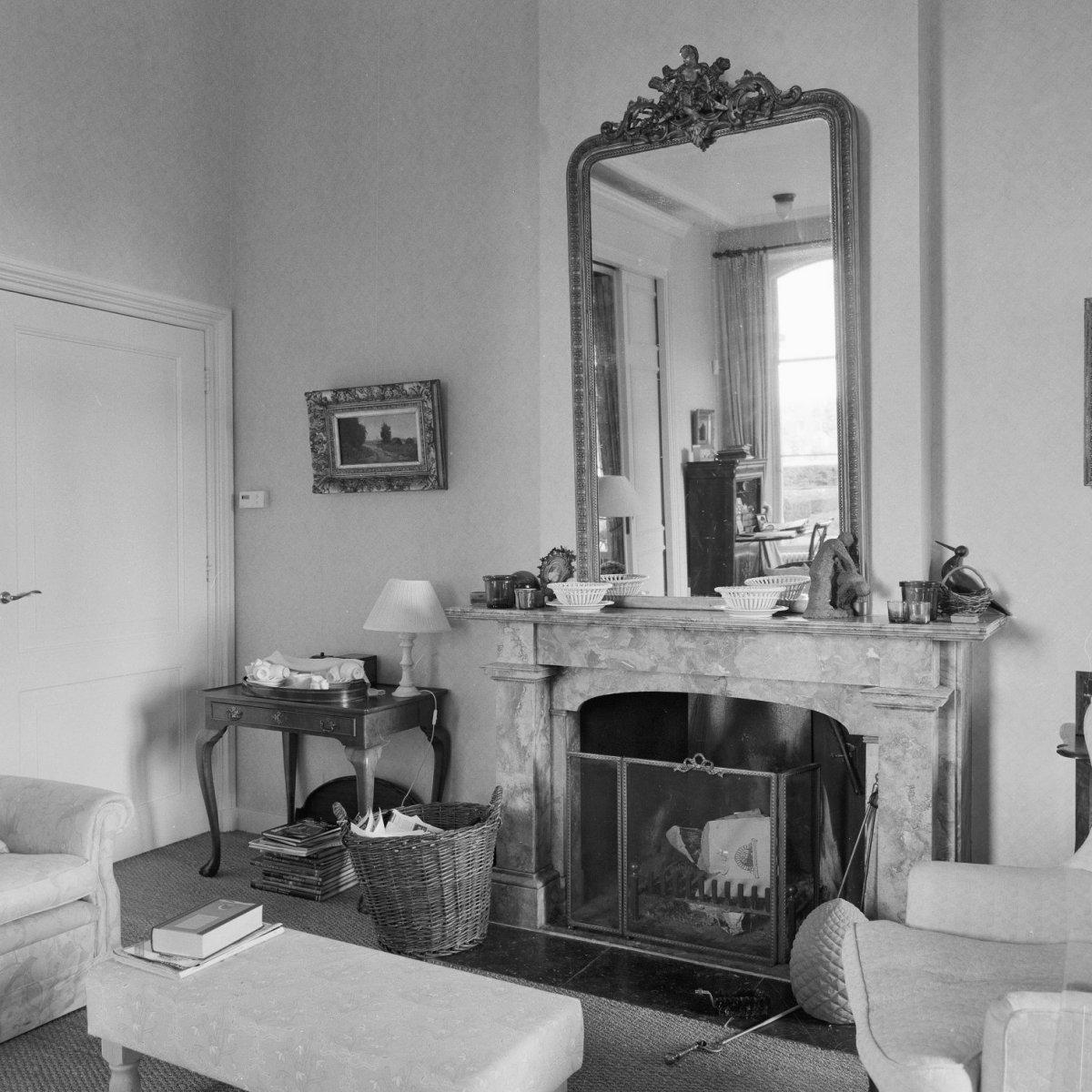 File interieur kamer begane grond achterzijde schouw met for Kamer interieur