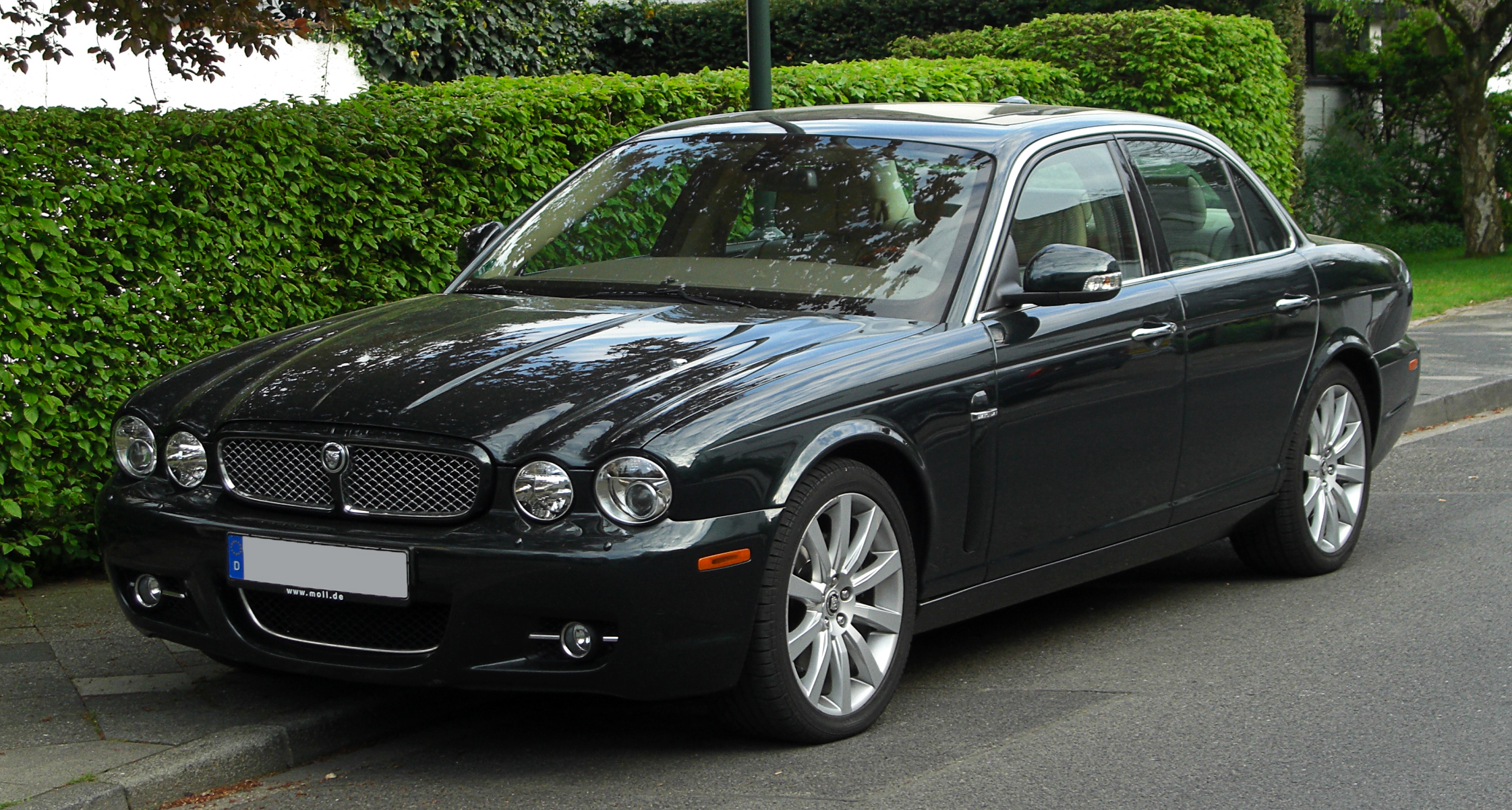 file jaguar xj 2 7 d x350 facelift frontansicht 17 april 2011 d wikimedia. Black Bedroom Furniture Sets. Home Design Ideas