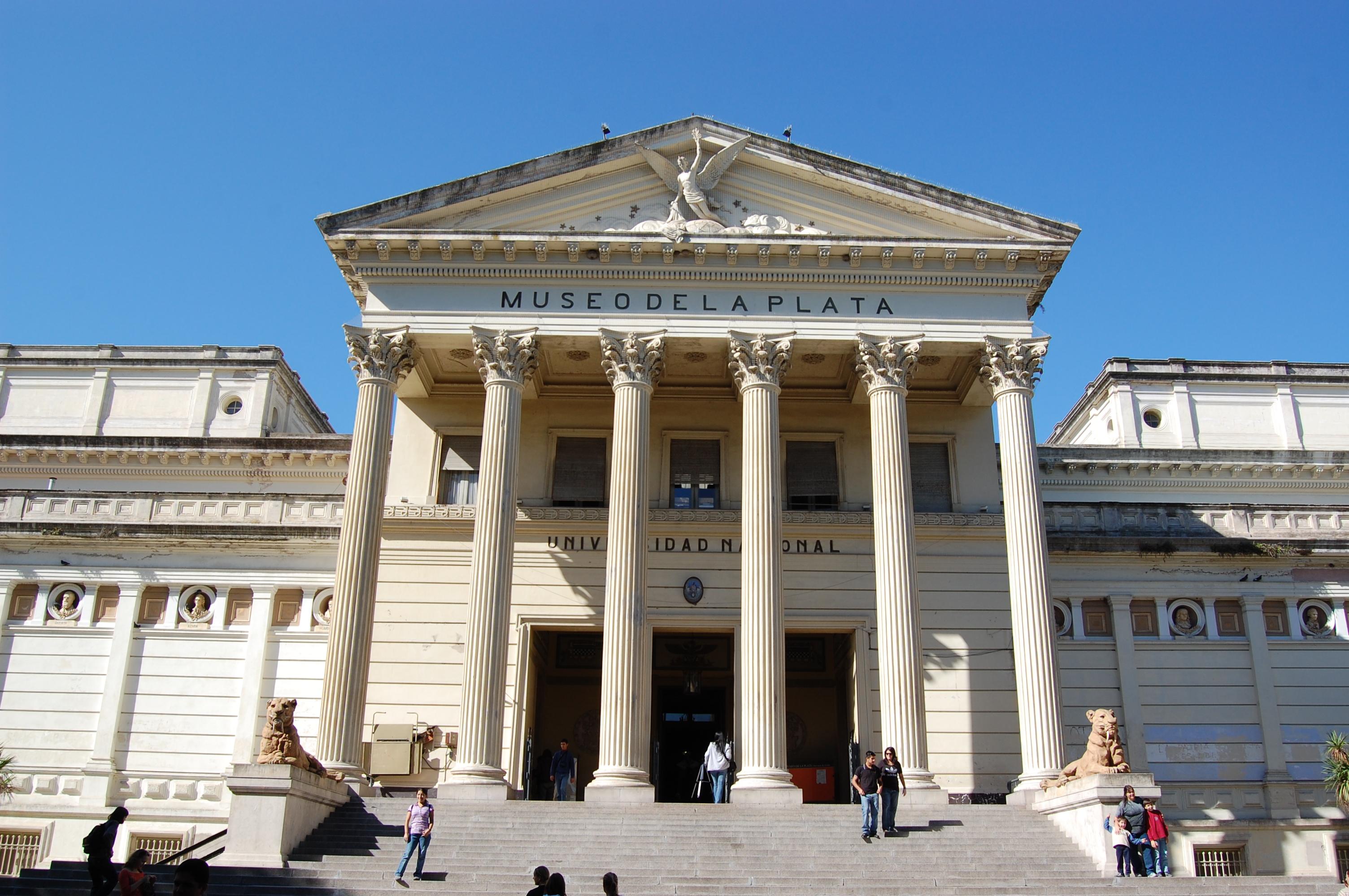 ILUMINISMO EN ARGENTINA - Página 7 La_Plata_Museum_Facade