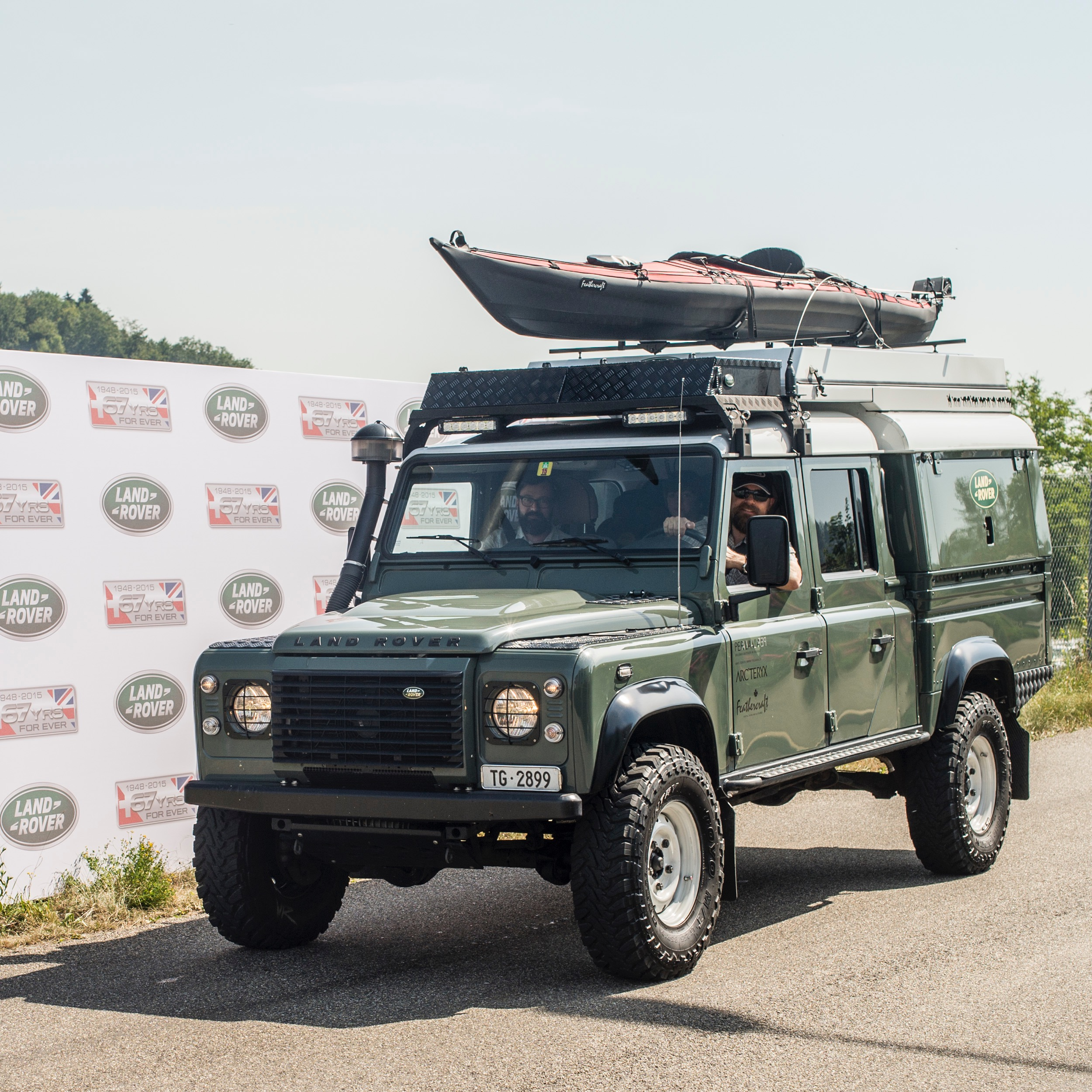 File:Land Rover Defender 130 expedition.jpg - Wikimedia ...