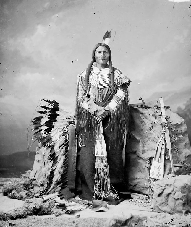 a story about crazy horse a native american chief Who was crazy horse  crazy horse was a central figure in native american resistance to white settlers encroaching on their land alongside chief sitting bull,.