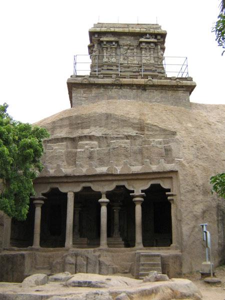 http://upload.wikimedia.org/wikipedia/commons/4/41/Mahishasuramarthini_Mandapam-1.jpg
