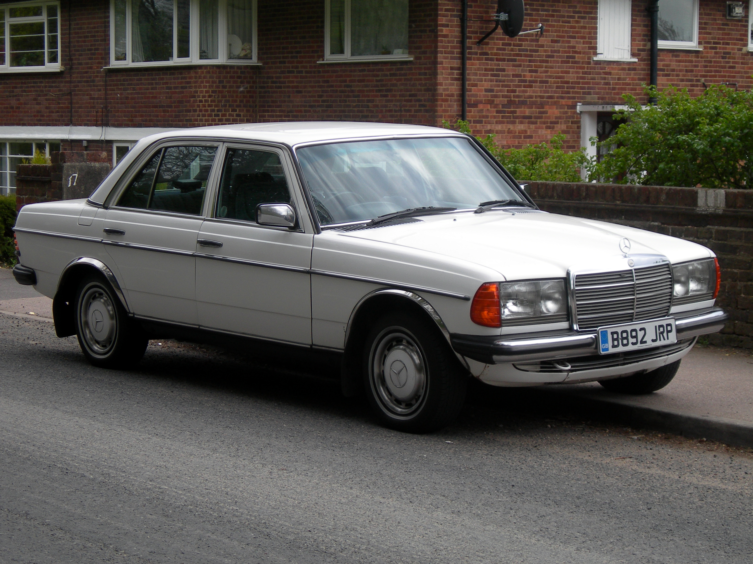 Mercedes benz type 123 wikiwand for Mercedes benz types