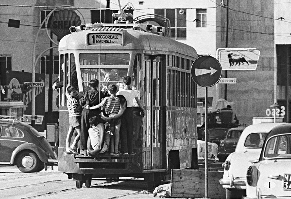Venir en bus à Naples parce qu'en tramway c'est un peu plus compliqué.