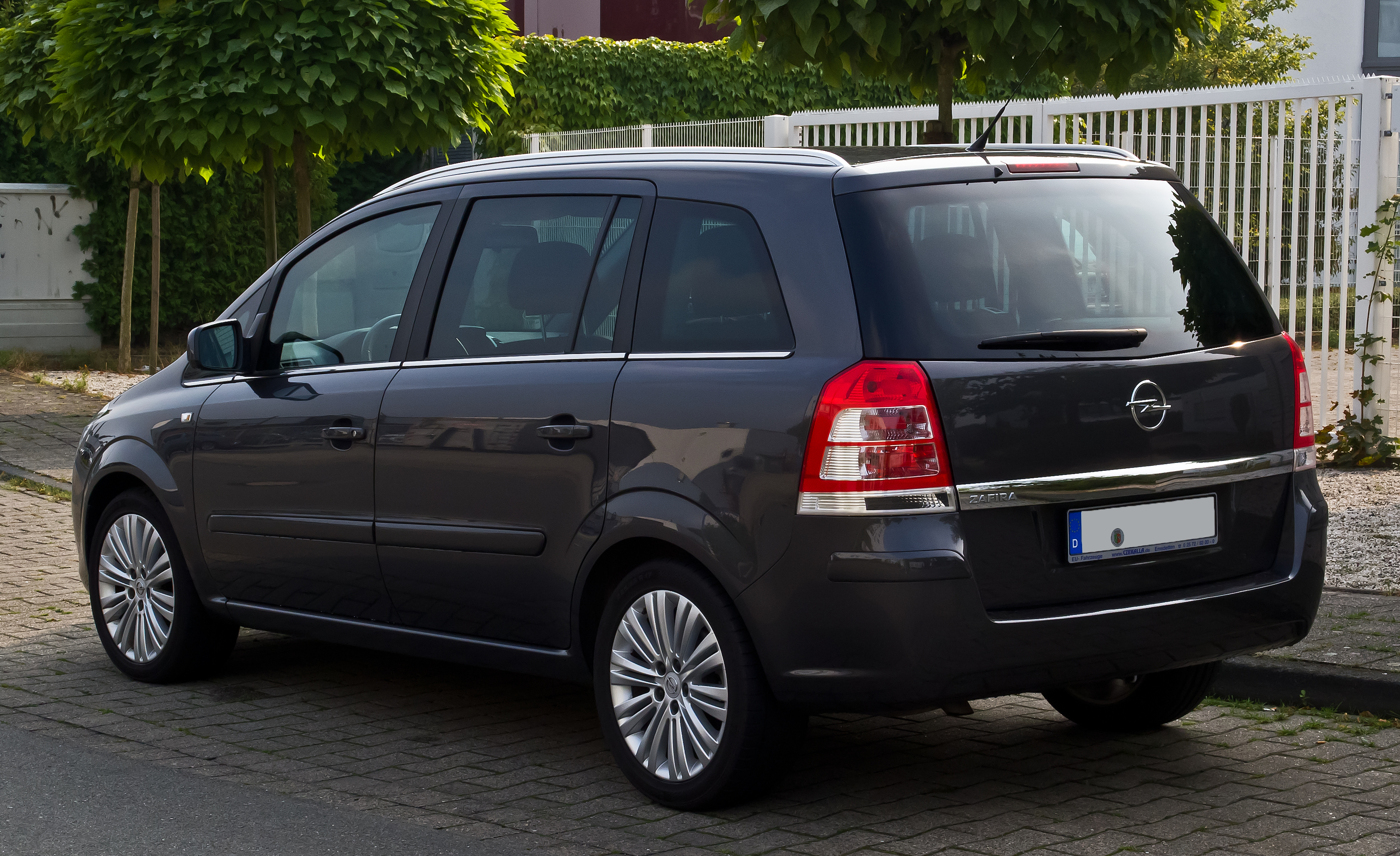 file opel zafira b facelift heckansicht 7 september 2013 m wikimedia commons. Black Bedroom Furniture Sets. Home Design Ideas