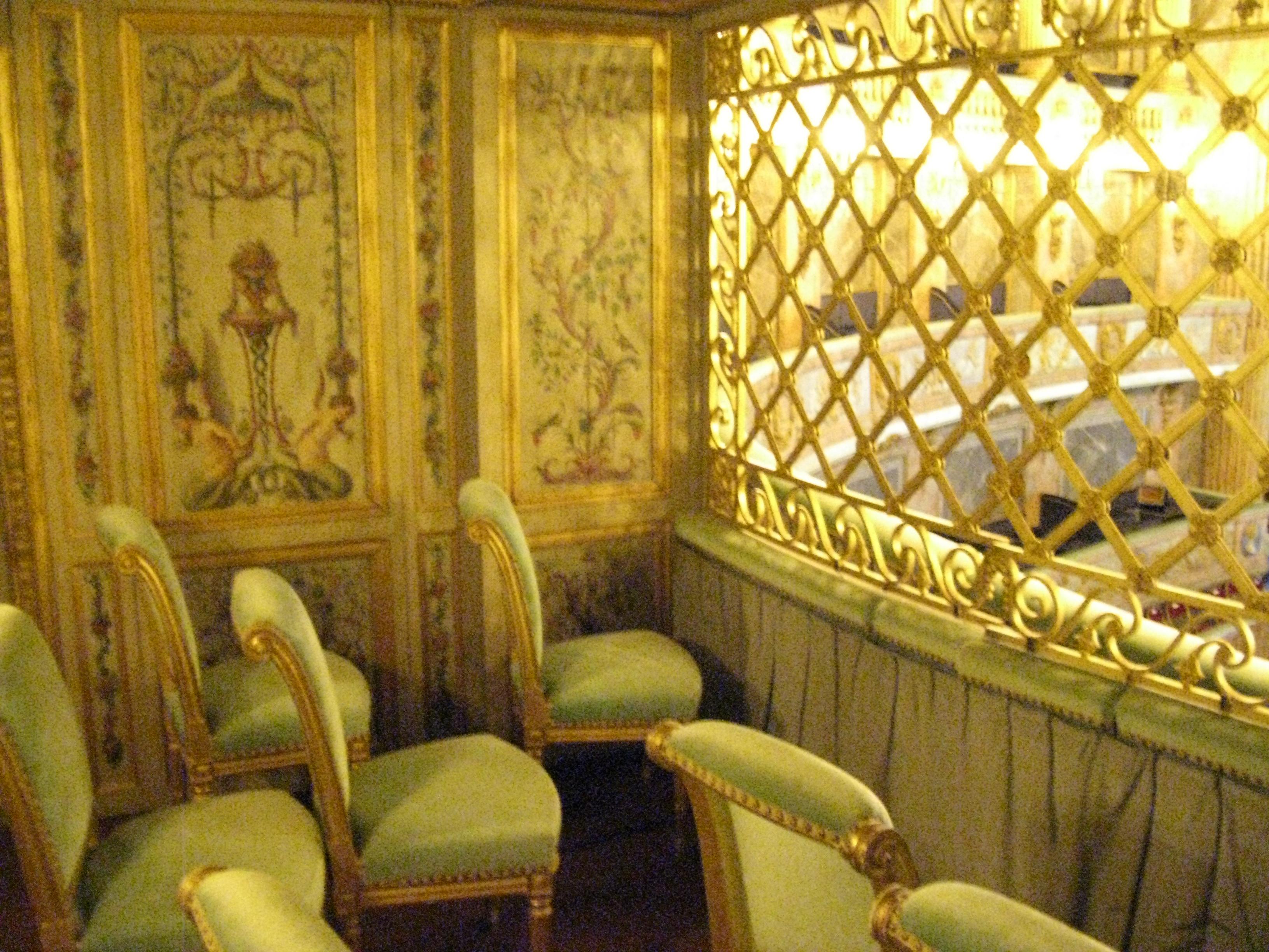 """Résultat de recherche d'images pour """"La loge royale opéra Versailles"""""""