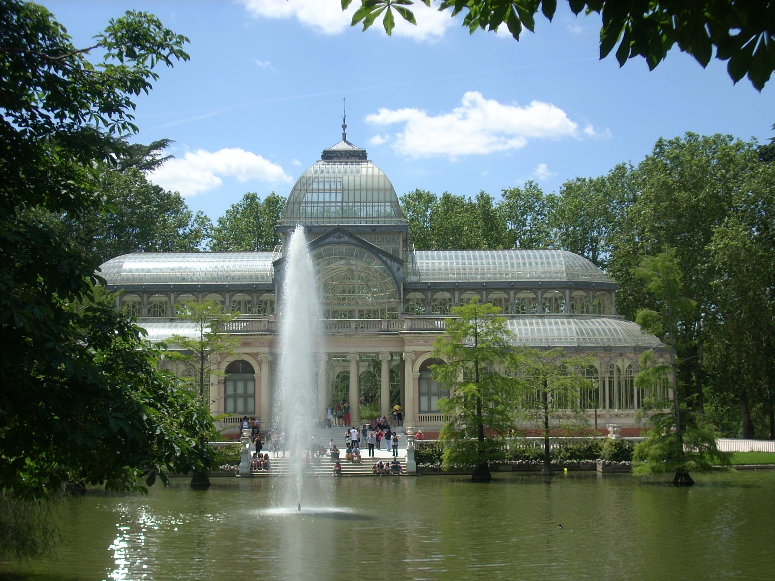 File Palacio De Cristal En Primavera Jpg Wikimedia Commons