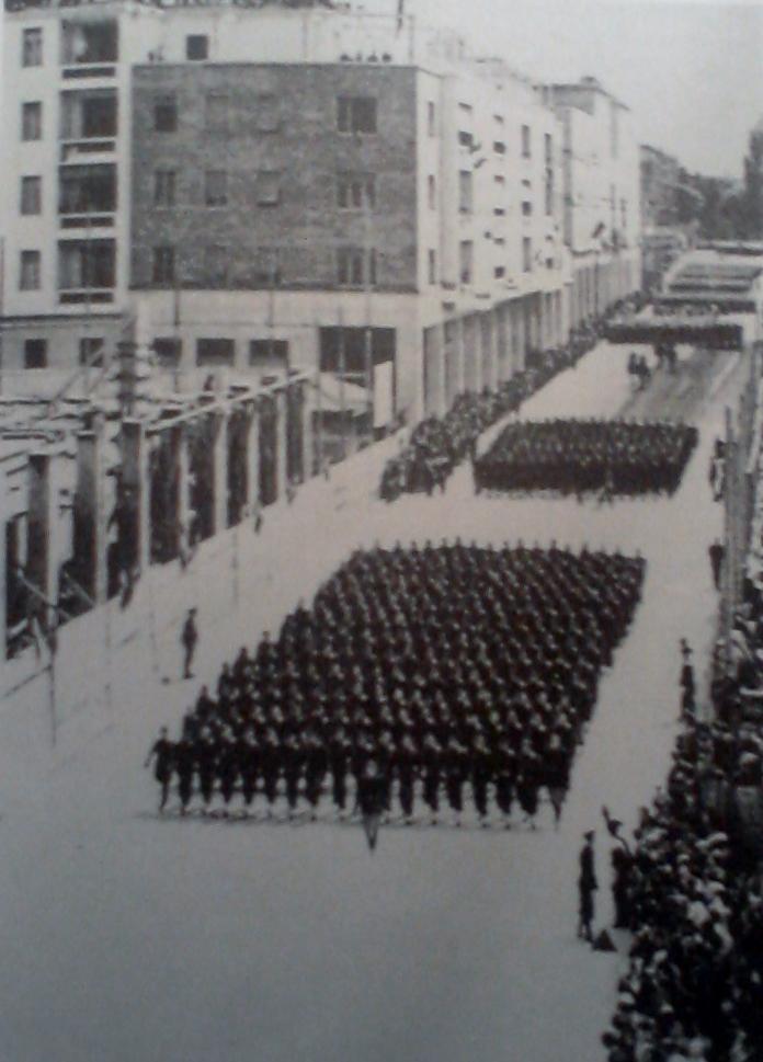 Parata Camice Nere in Corso Libertà a Bolzano.jpg