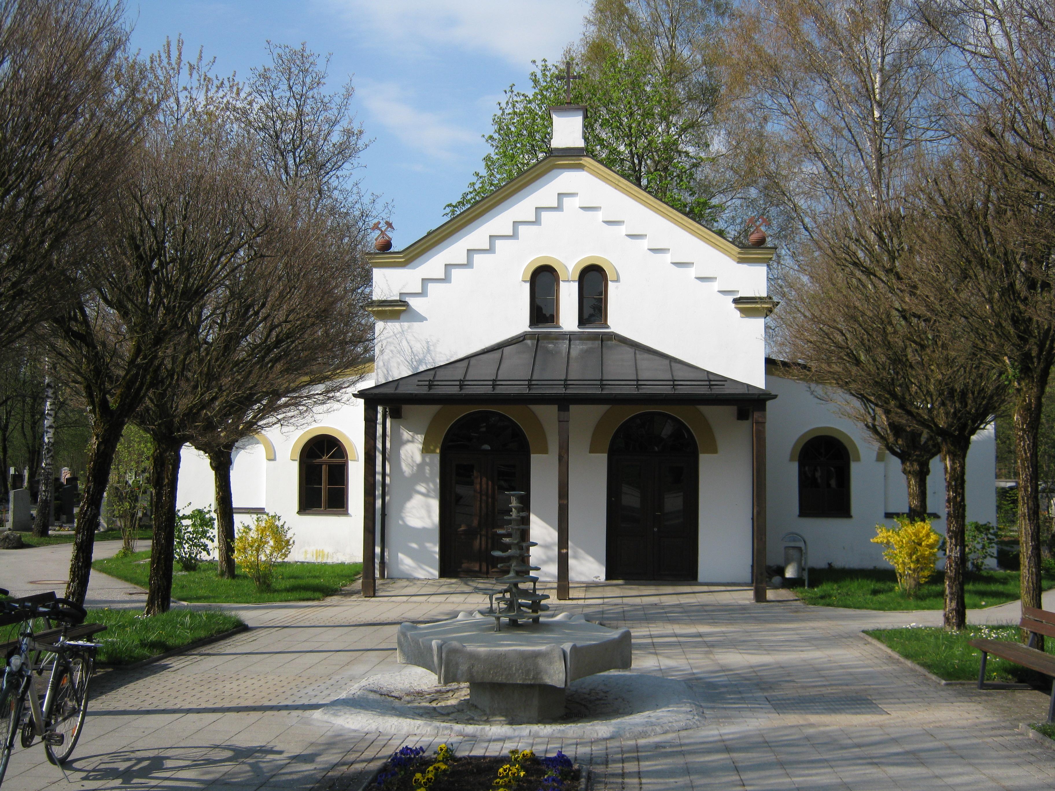 Description penzberg denkmalgeschützte gebäude urnenhalle friedhof