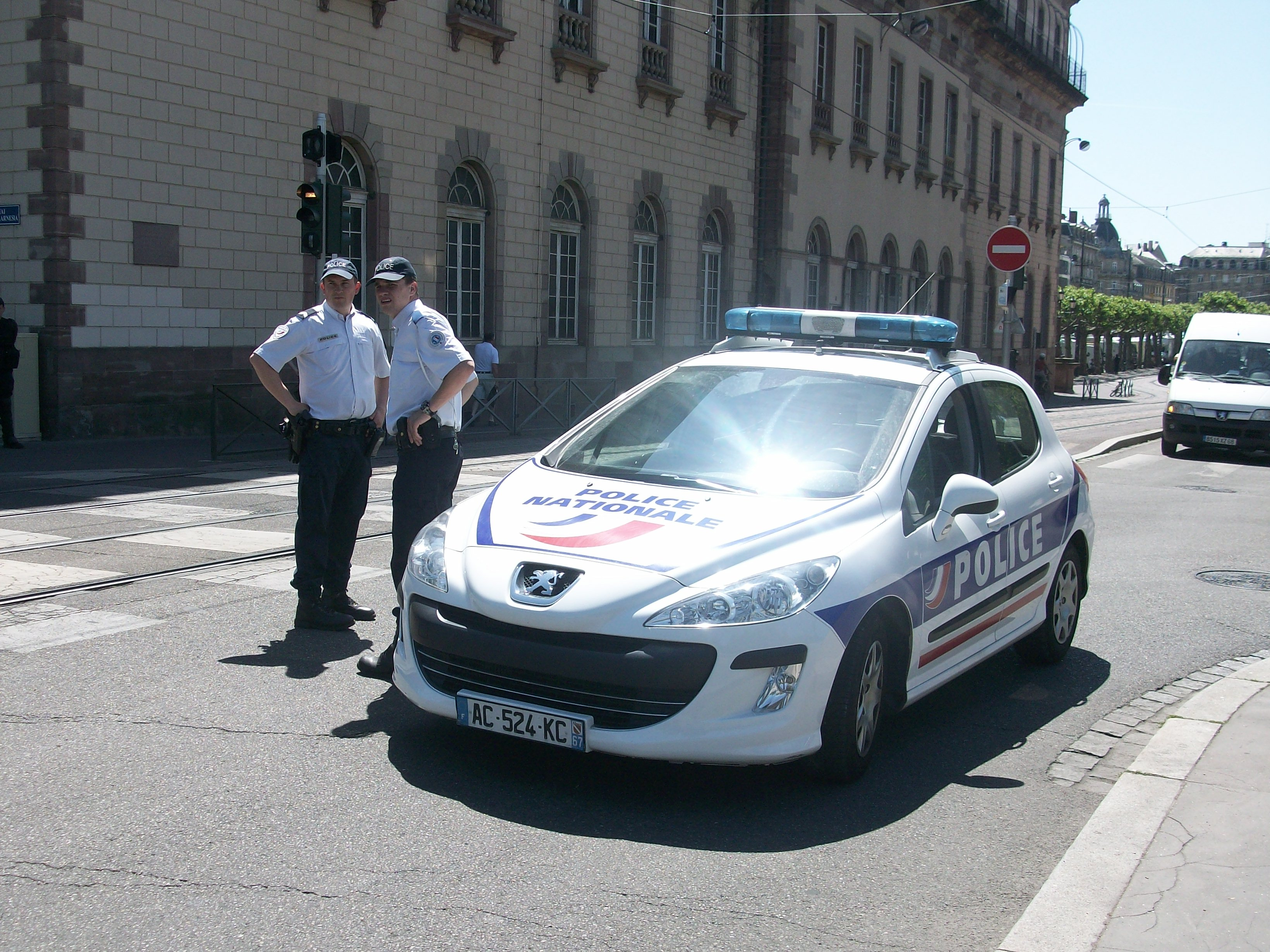 Description peugeot 307 police nationale strasbourg2011
