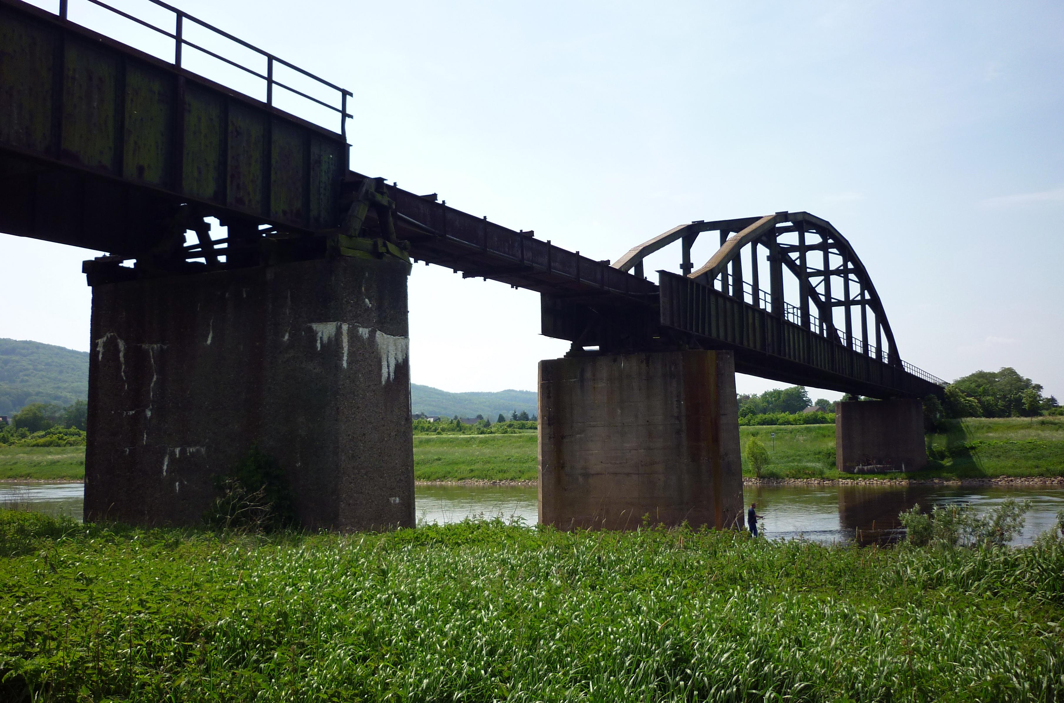 File Porta Westfalica Eisenbahnbr Cke Wikimedia