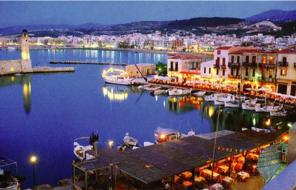 Rethymnon-harbour-at-night