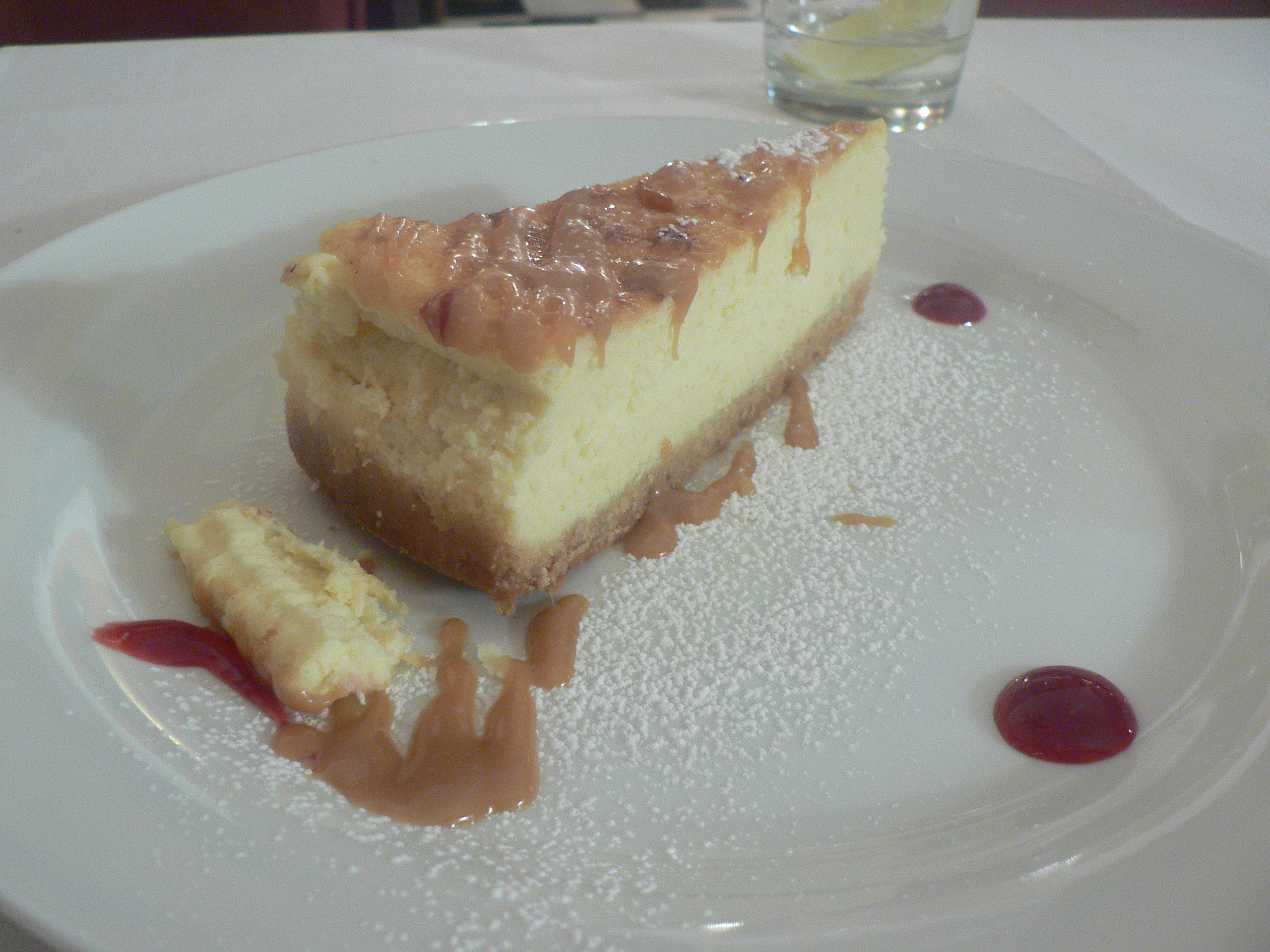 File:Ricotta cheesecake with caramel sauce.jpg - Wikimedia ...