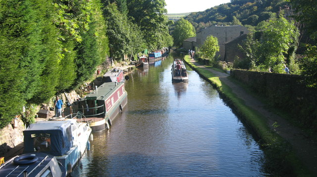 Rochdale Canal Hebden Bridge - geograph.org.uk - 987482