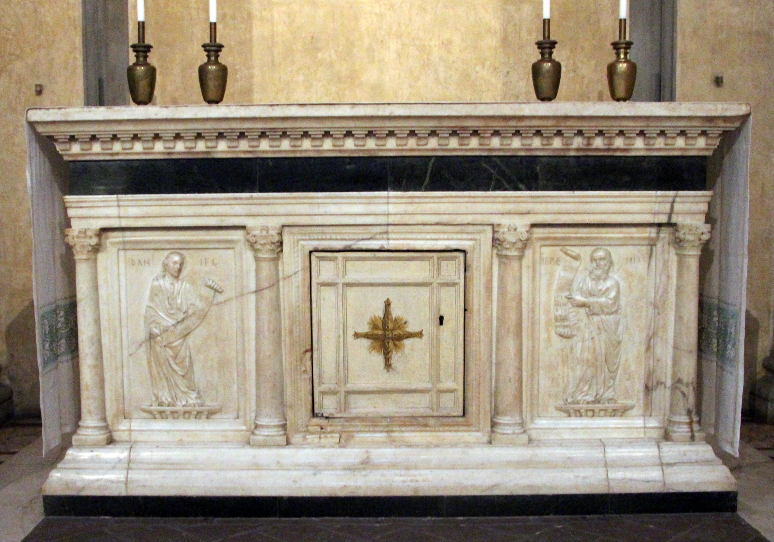File sagrestia vecchia altare con rilievi jpg wikimedia for Sagrestia vecchia