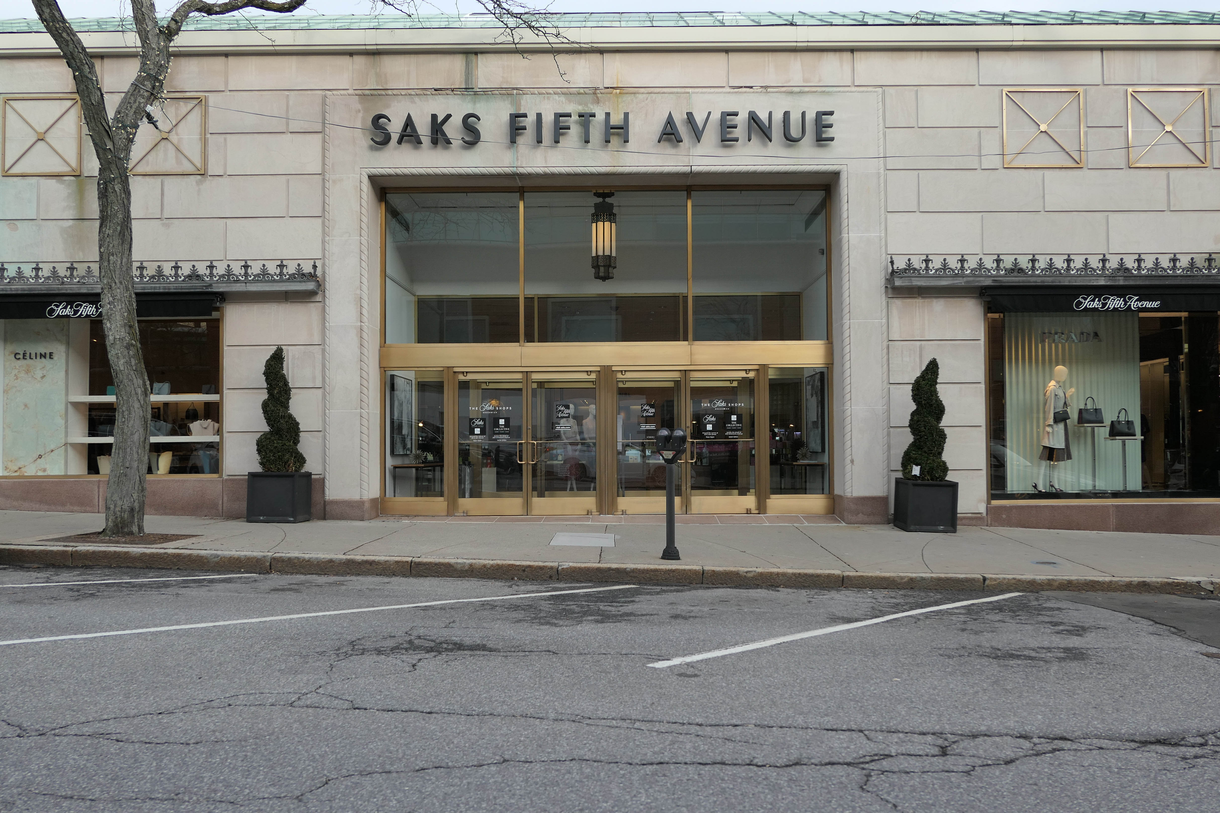 ec719d7d132f File Saks Fifth Avenue Greenwich