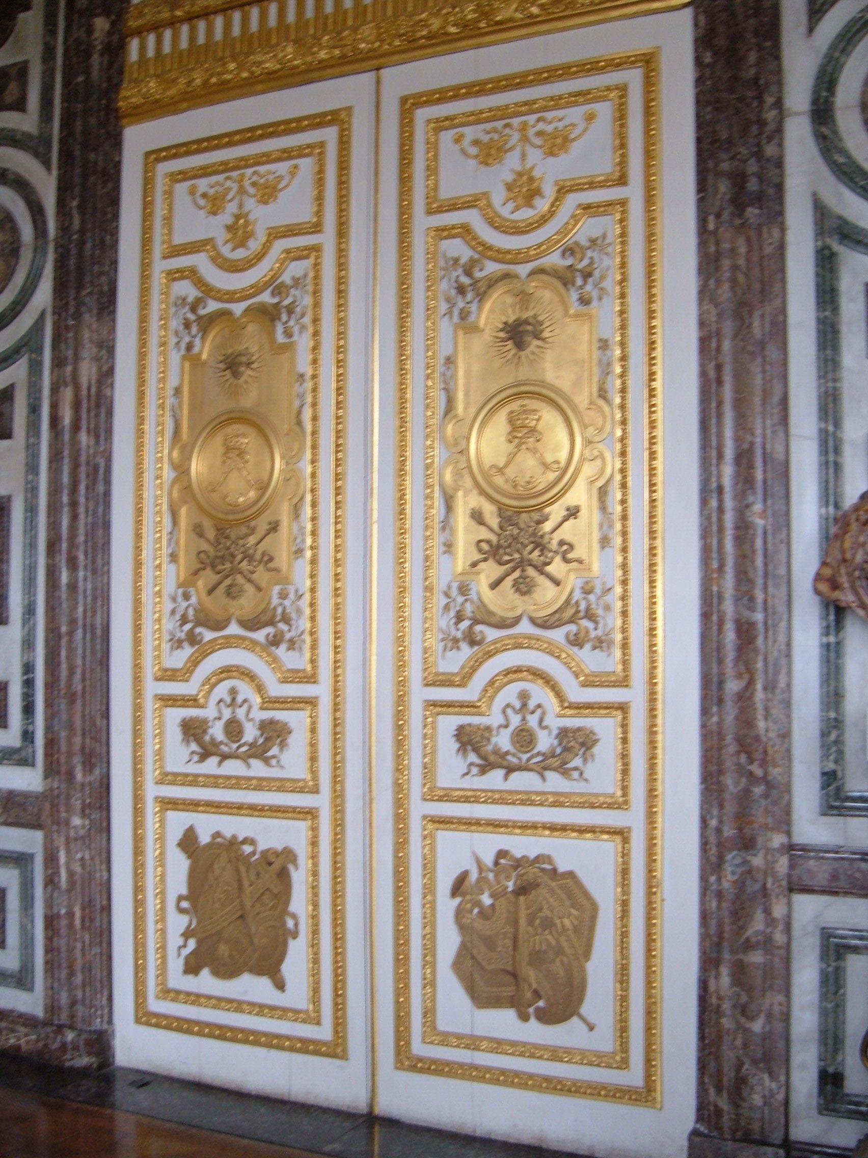 Versailles doors door in the interior of the versailles - Salon du vin versailles ...