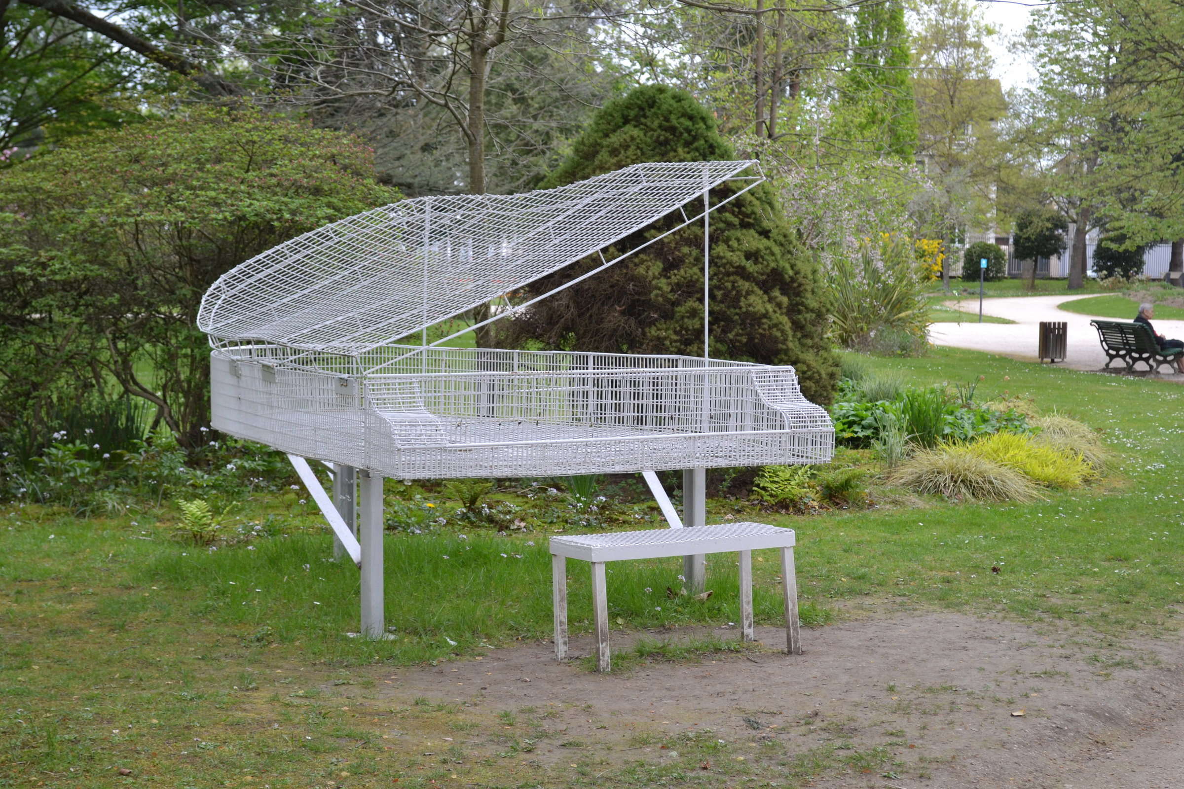 file sculpture de piano au jardin massey de wikimedia commons. Black Bedroom Furniture Sets. Home Design Ideas
