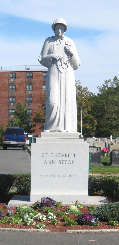 Statue av Elisabeth Ann Seton på Saint Raymond's Cemetery i Bronx