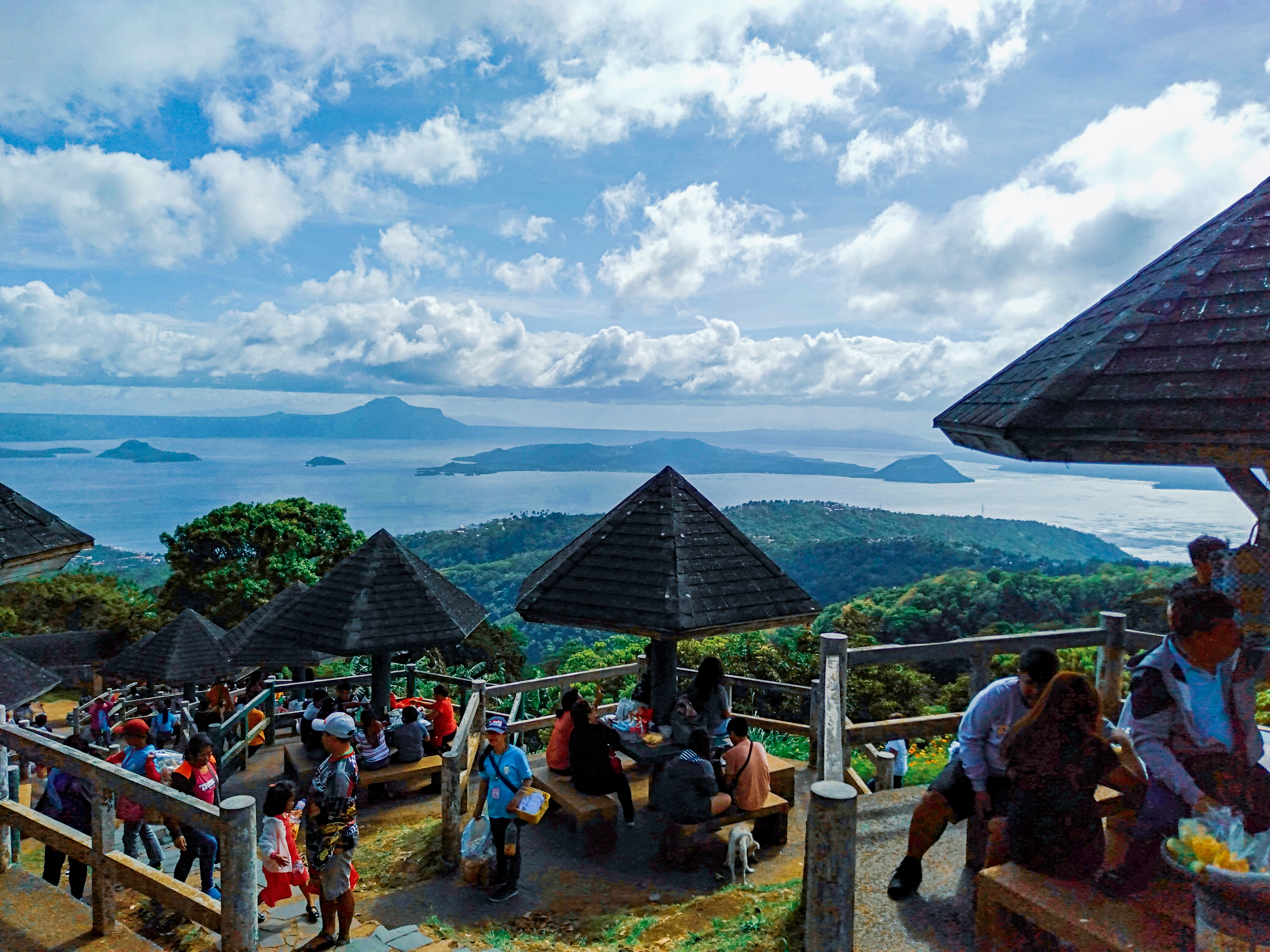 File:Taal Lake from Tagaytay Picnic Grove.jpg - Wikimedia Commons