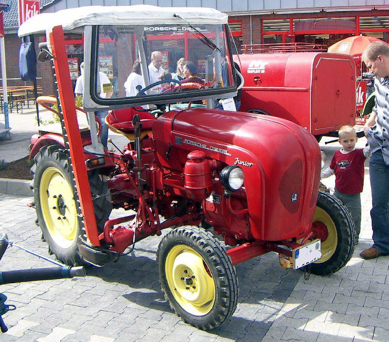 Description Traktor Porsche junior.jpg