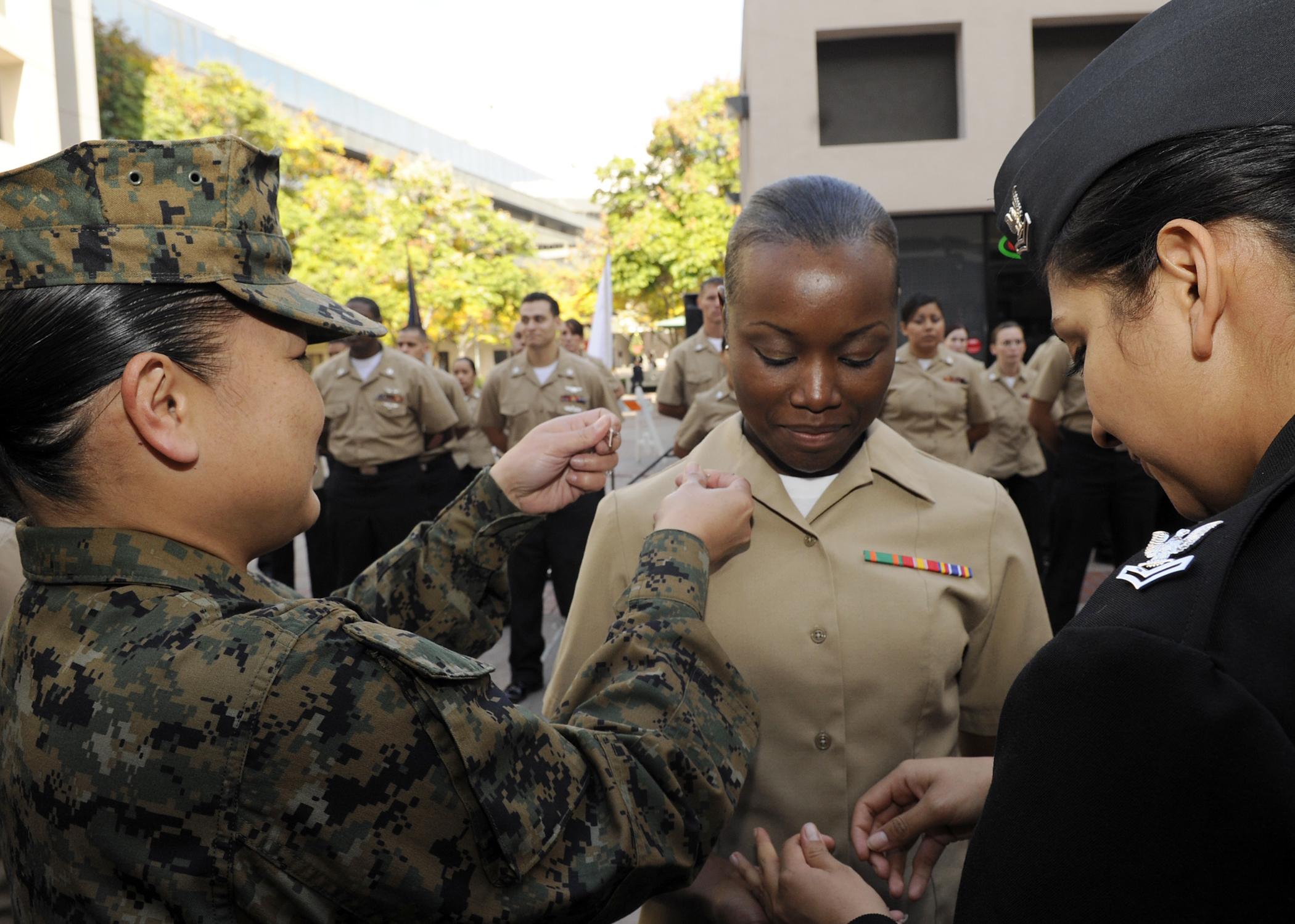 File:US Navy 101210-N-0208R-079 Hospital Corpsman 3rd Class Crystal