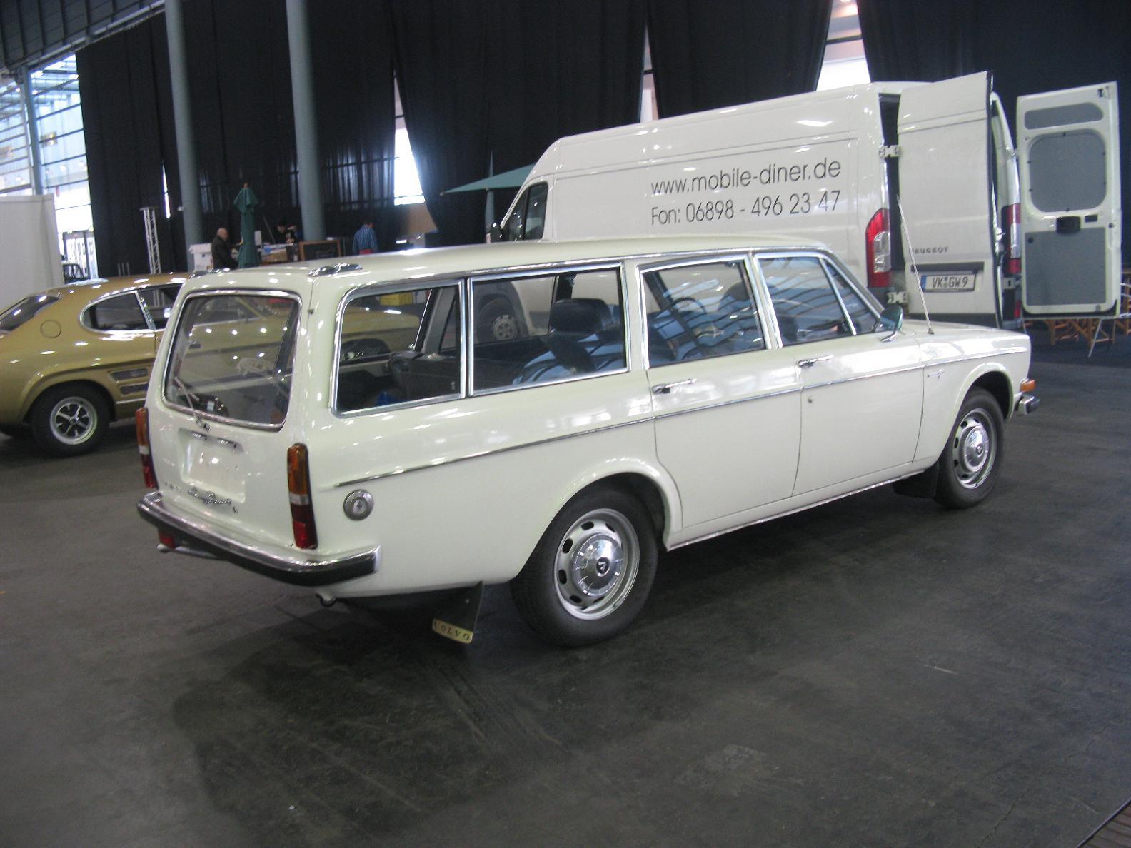 Volvo145_%2812369134364%29.jpg