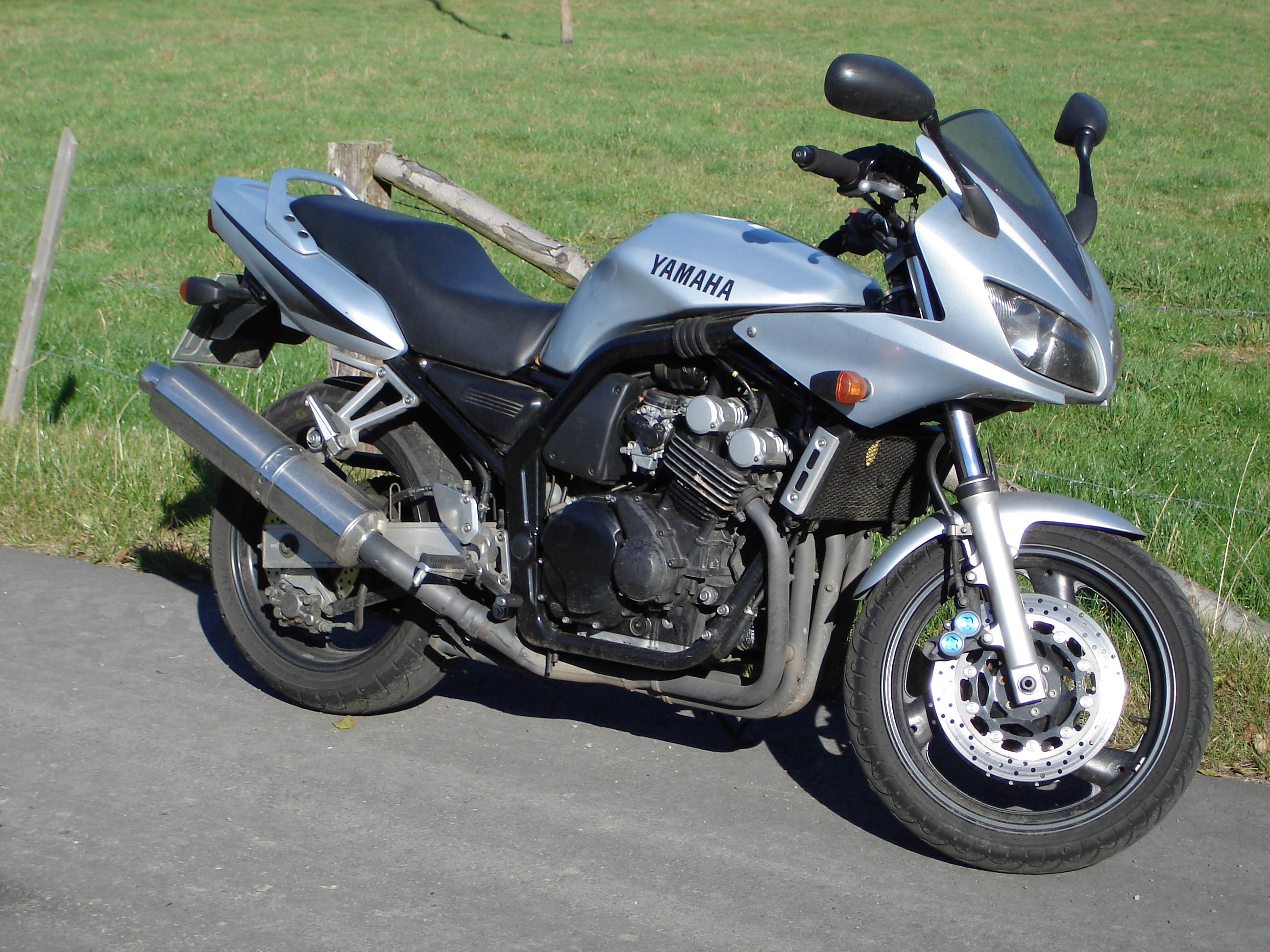 Я скидую демотиваторы про мото потому что мне немного нравятся мотоциклы .  Смотрите сами их здесь будет много может...